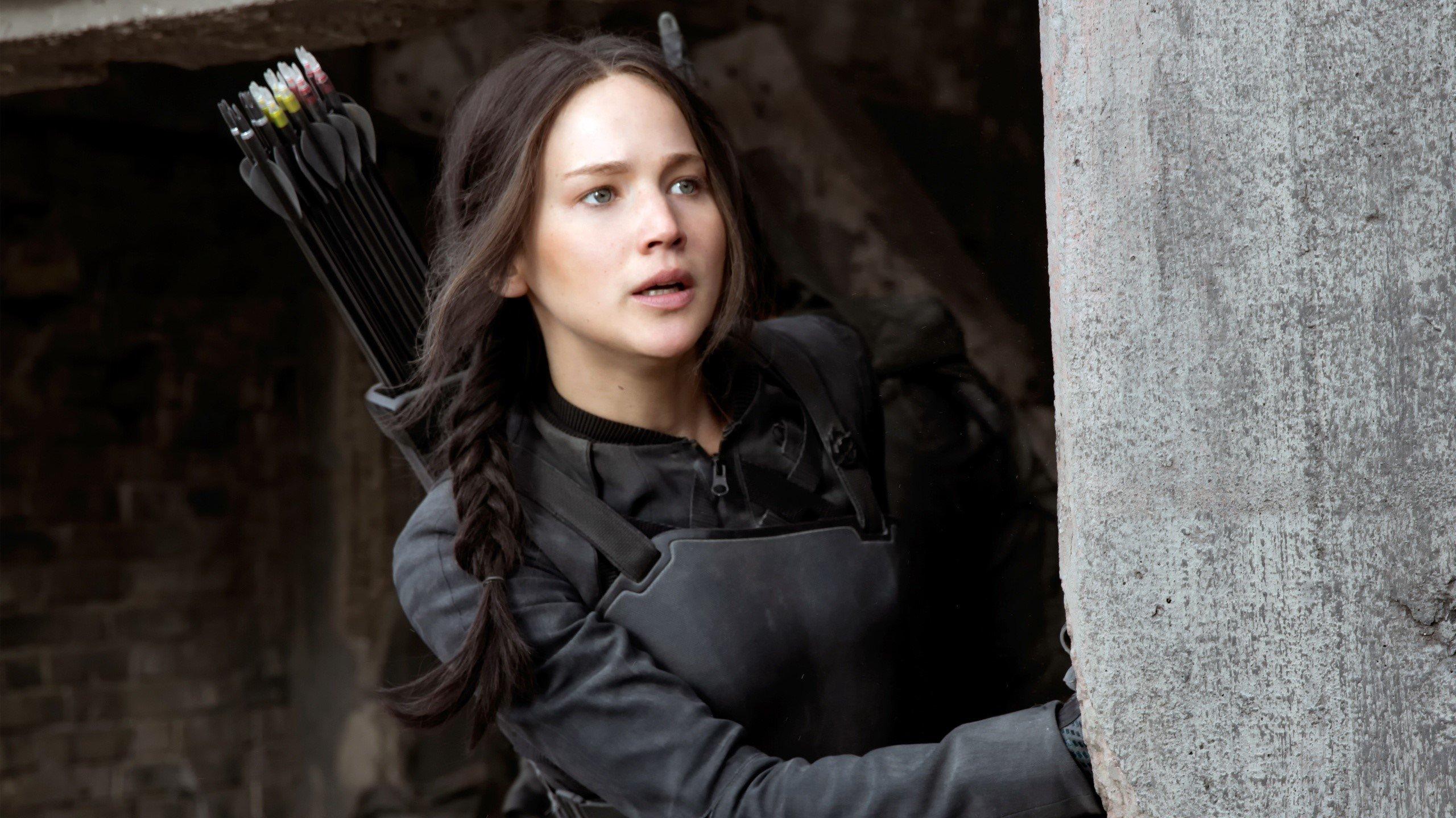 Fondos de pantalla Katniss escondiéndose en Sinsajo
