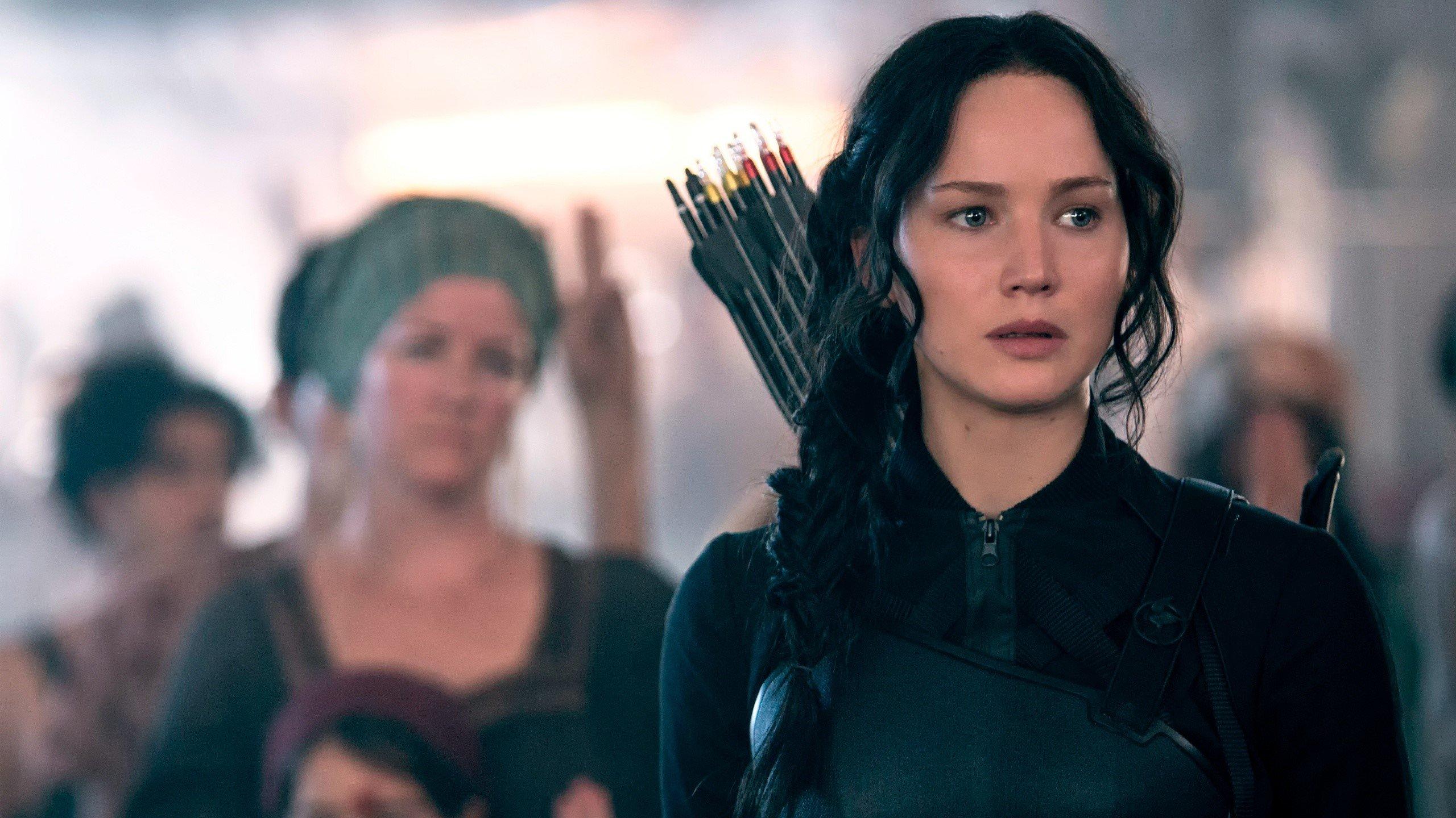 Fondos de pantalla Katniss Everdeen en el distrito 8