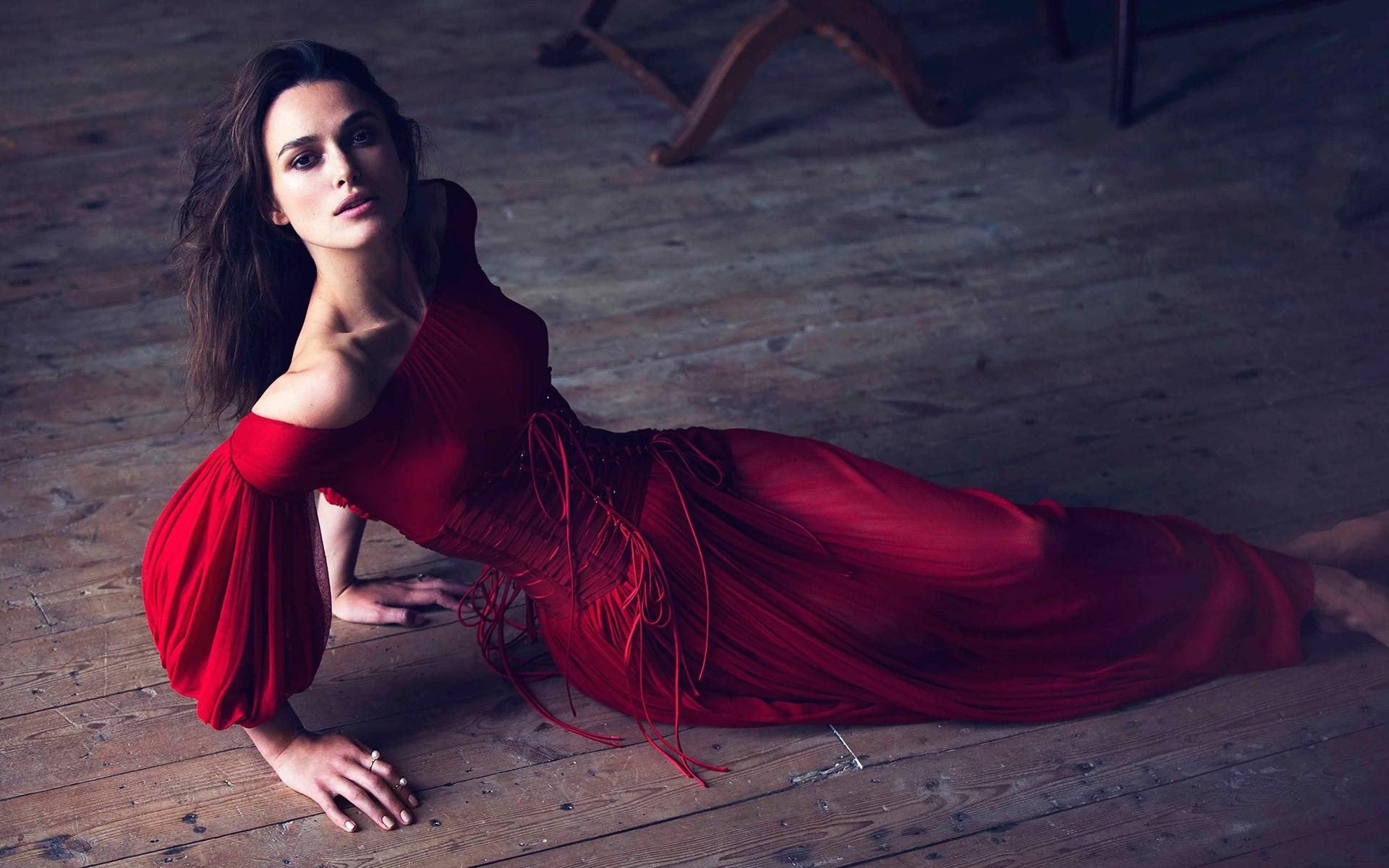 Fondos de pantalla Keira Knightley con un vestido rojo