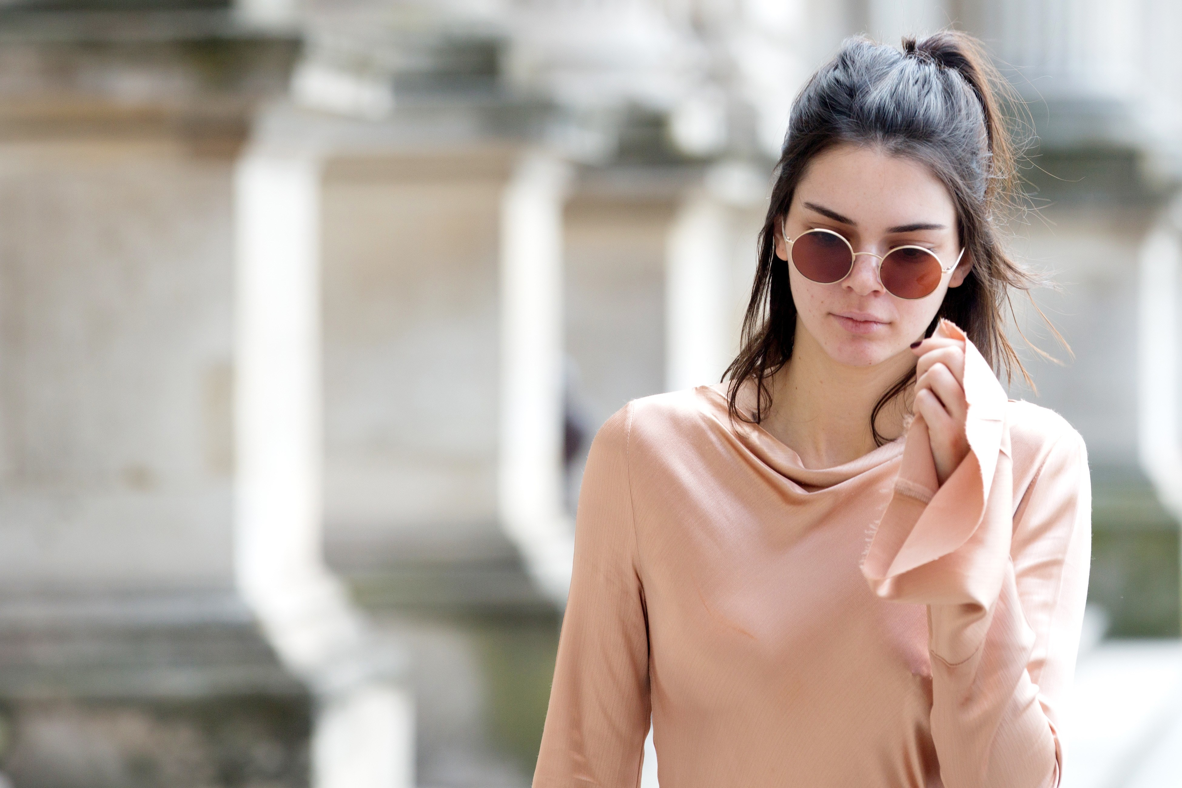 Wallpaper Kendall Jenner wearing sunglasses