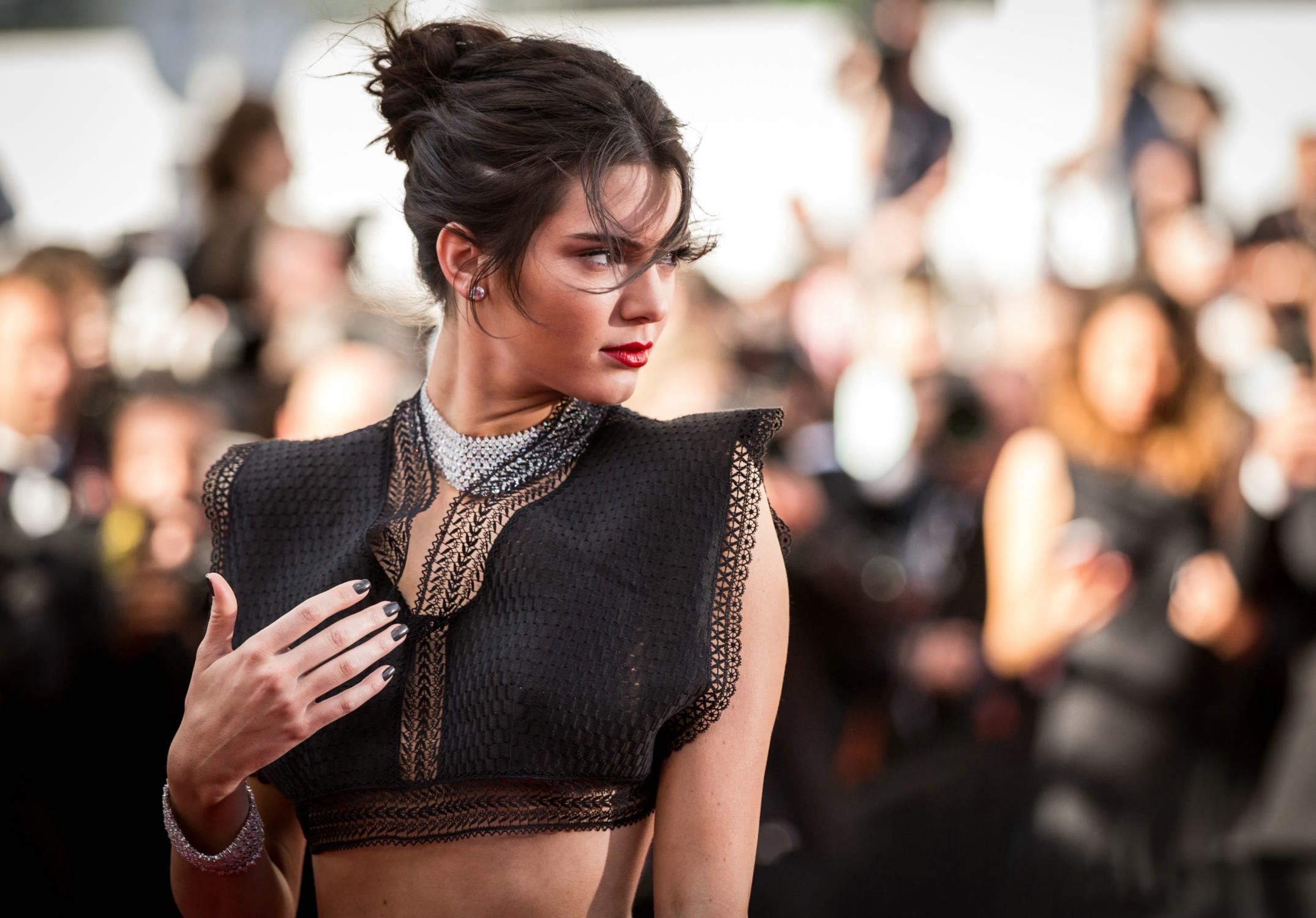 Fondos de pantalla Kendall Jenner en alfombra roja