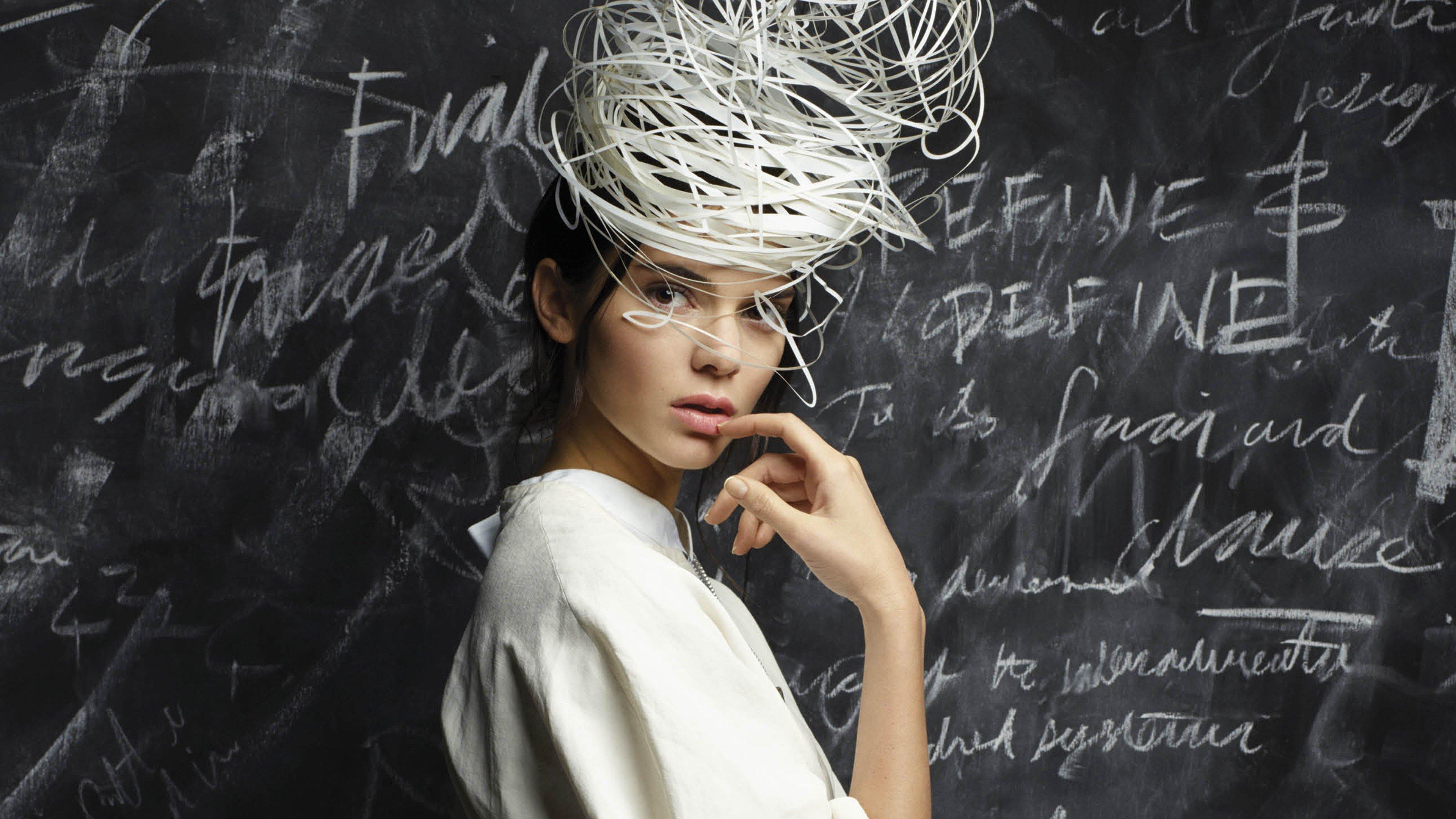 Wallpaper Kendall Jenner in blackboard
