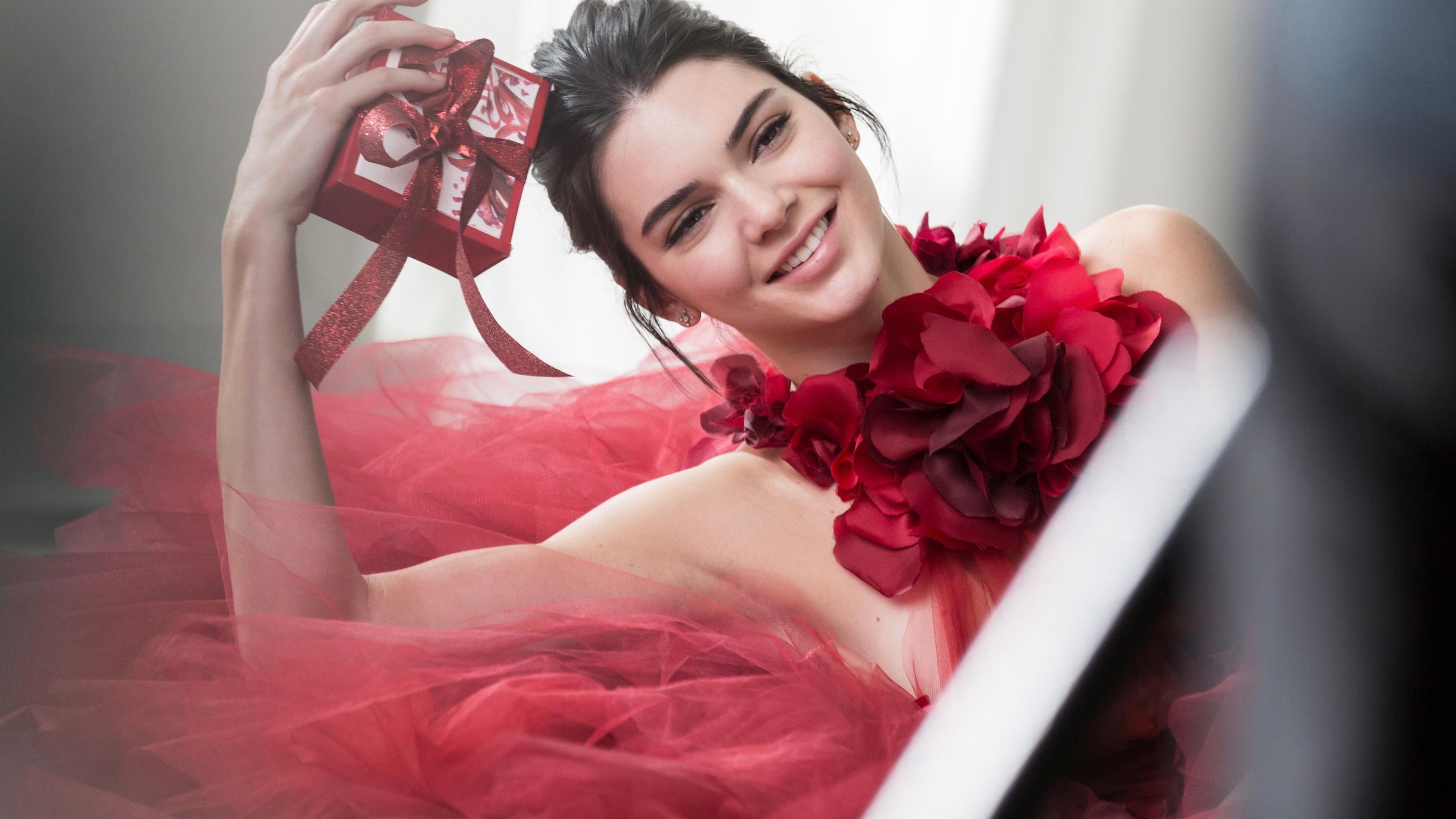 Wallpaper Kendall Jenner red dress