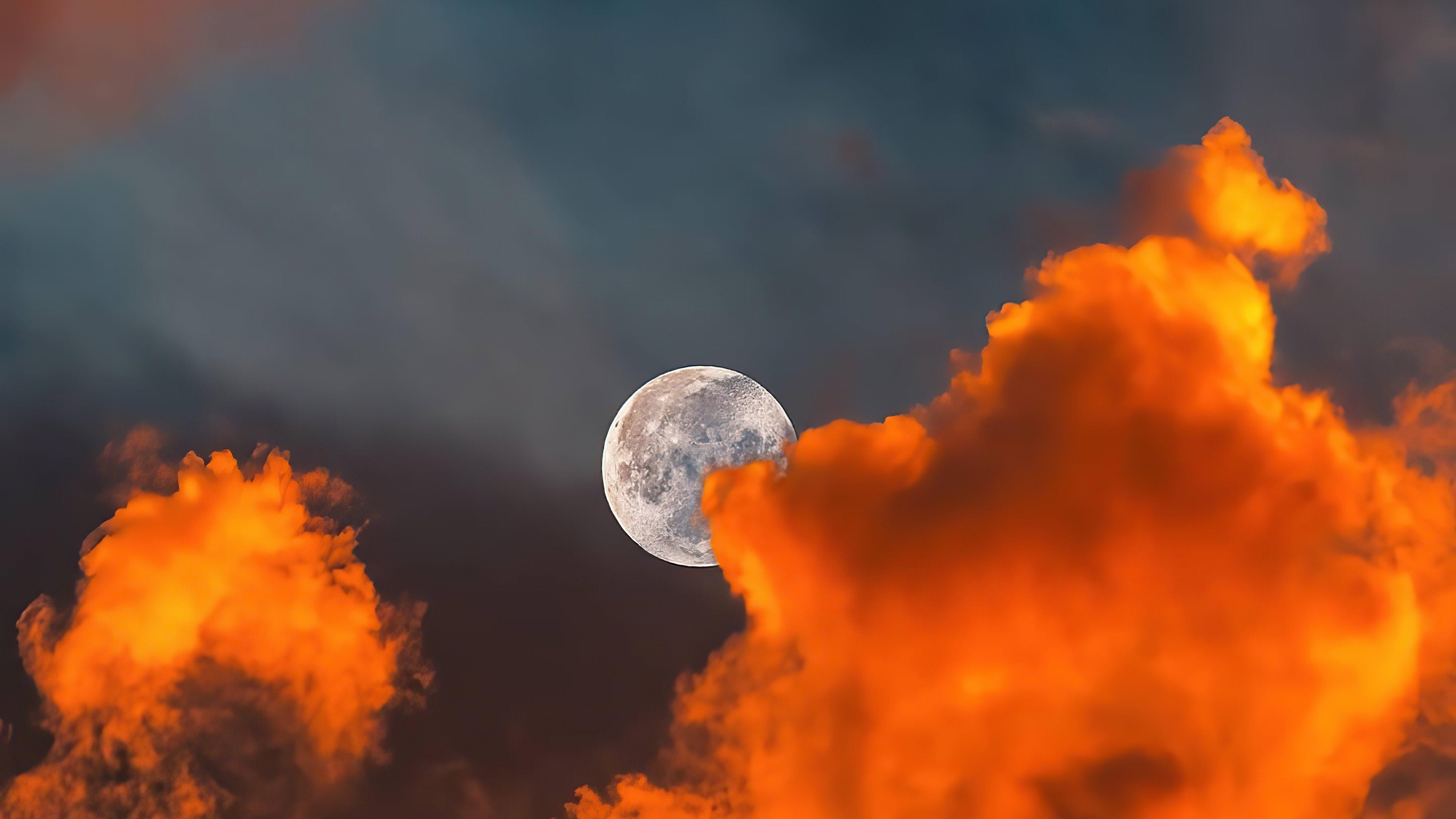 Fondos de pantalla La luna detras de nubes