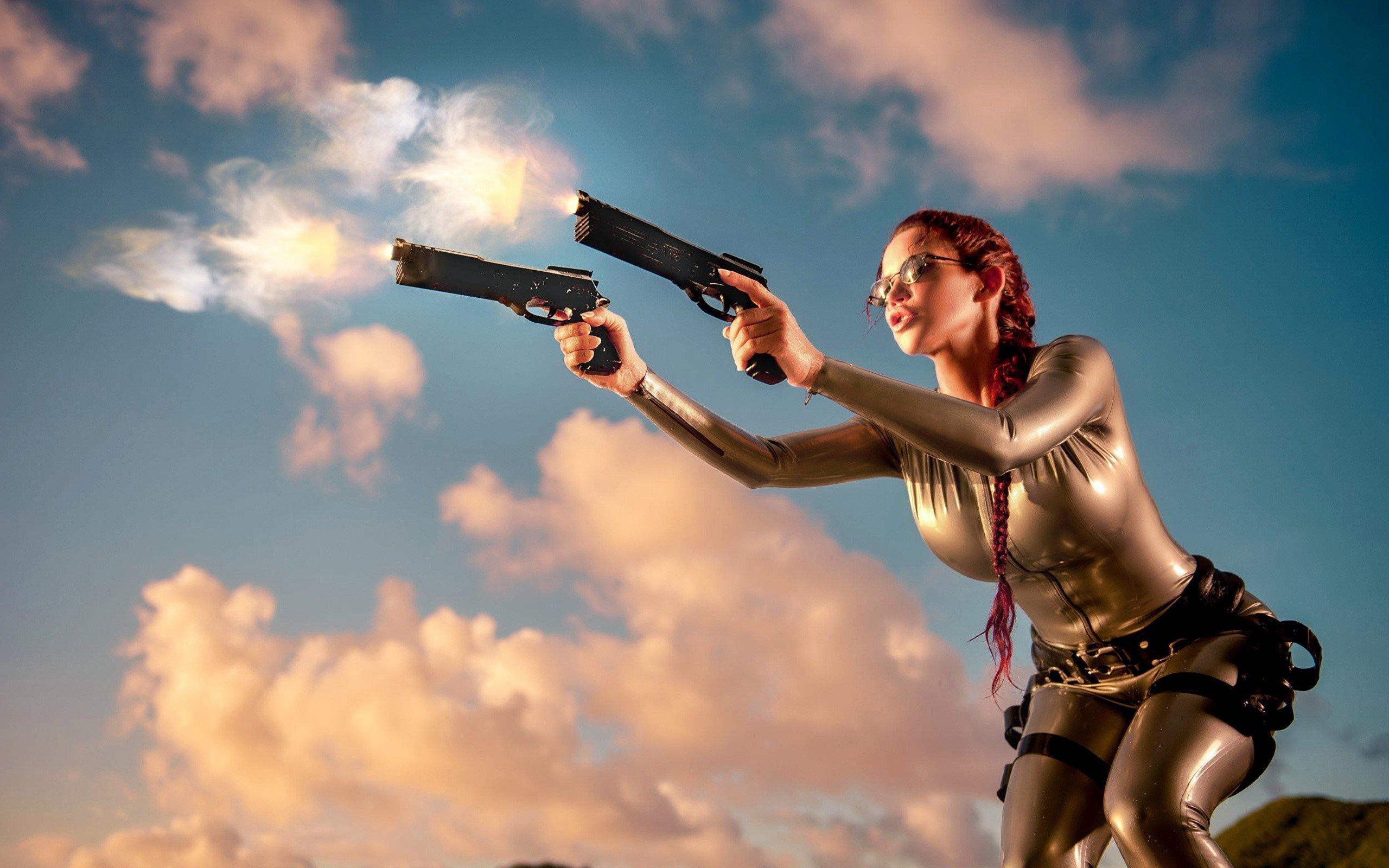 Fondos de pantalla Lara Croft con pistolas