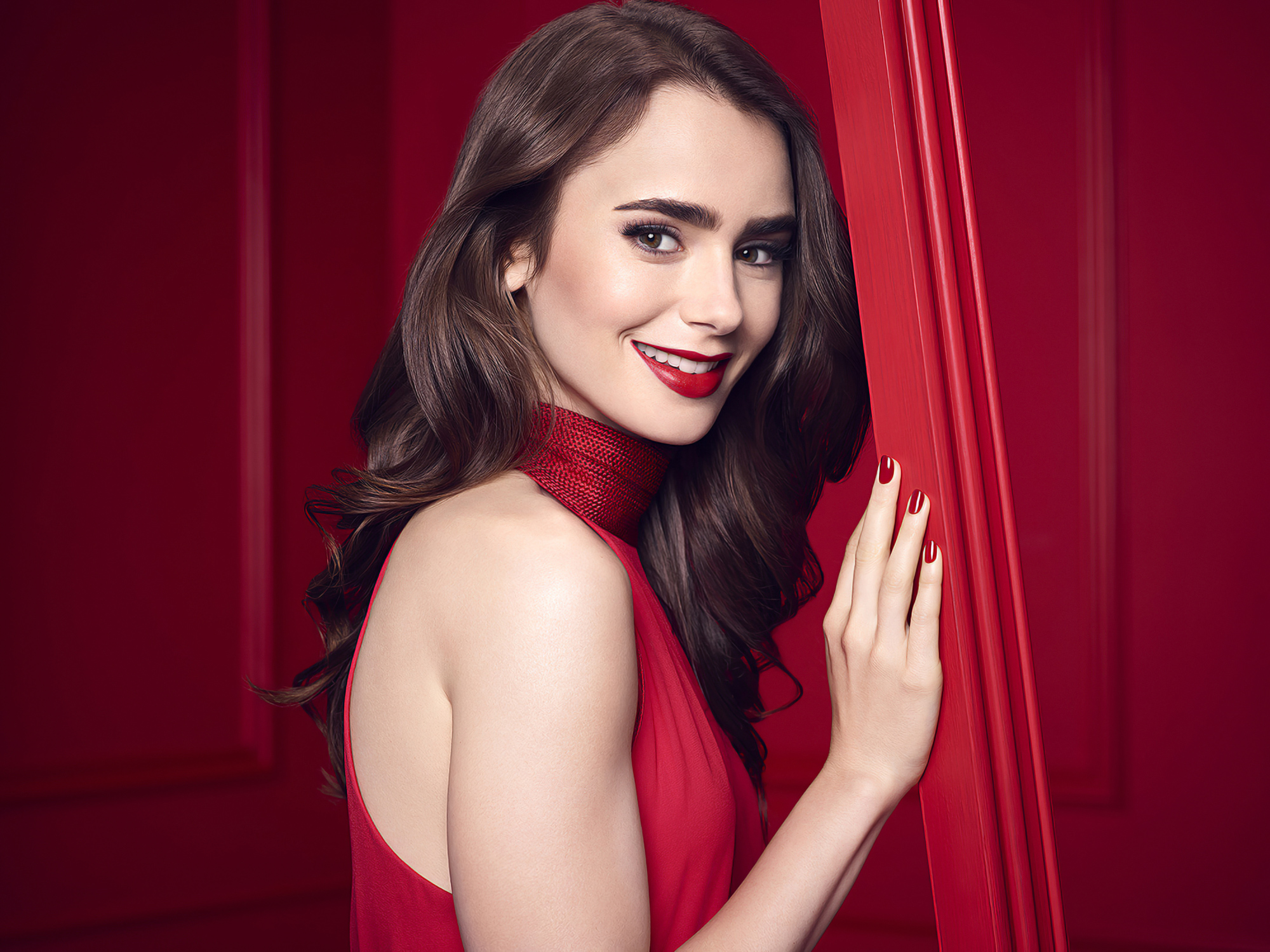 Fondos de pantalla Lily Collins en vestido rojo