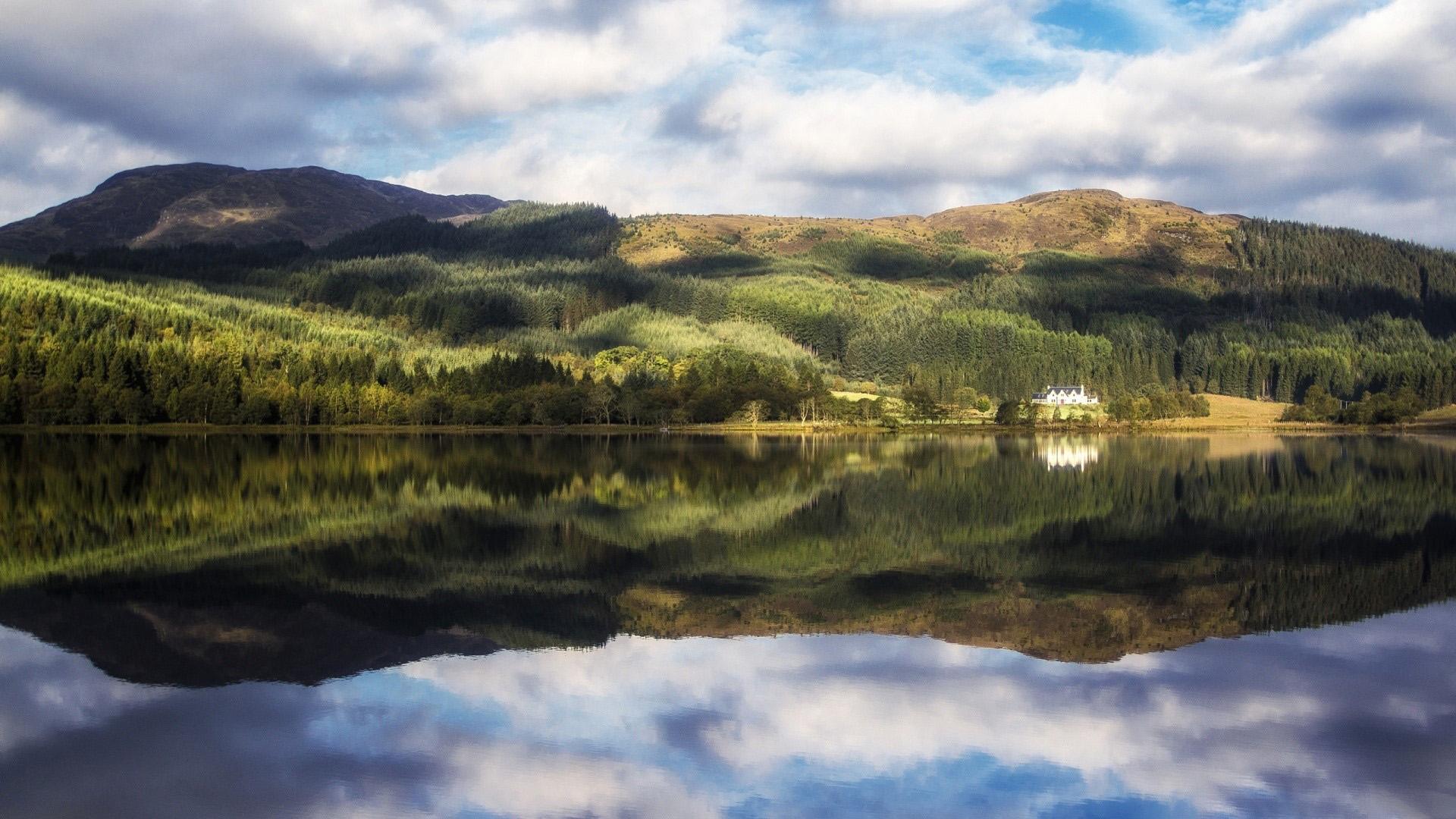 Wallpaper Loch Chon at Trossachs in Scotland