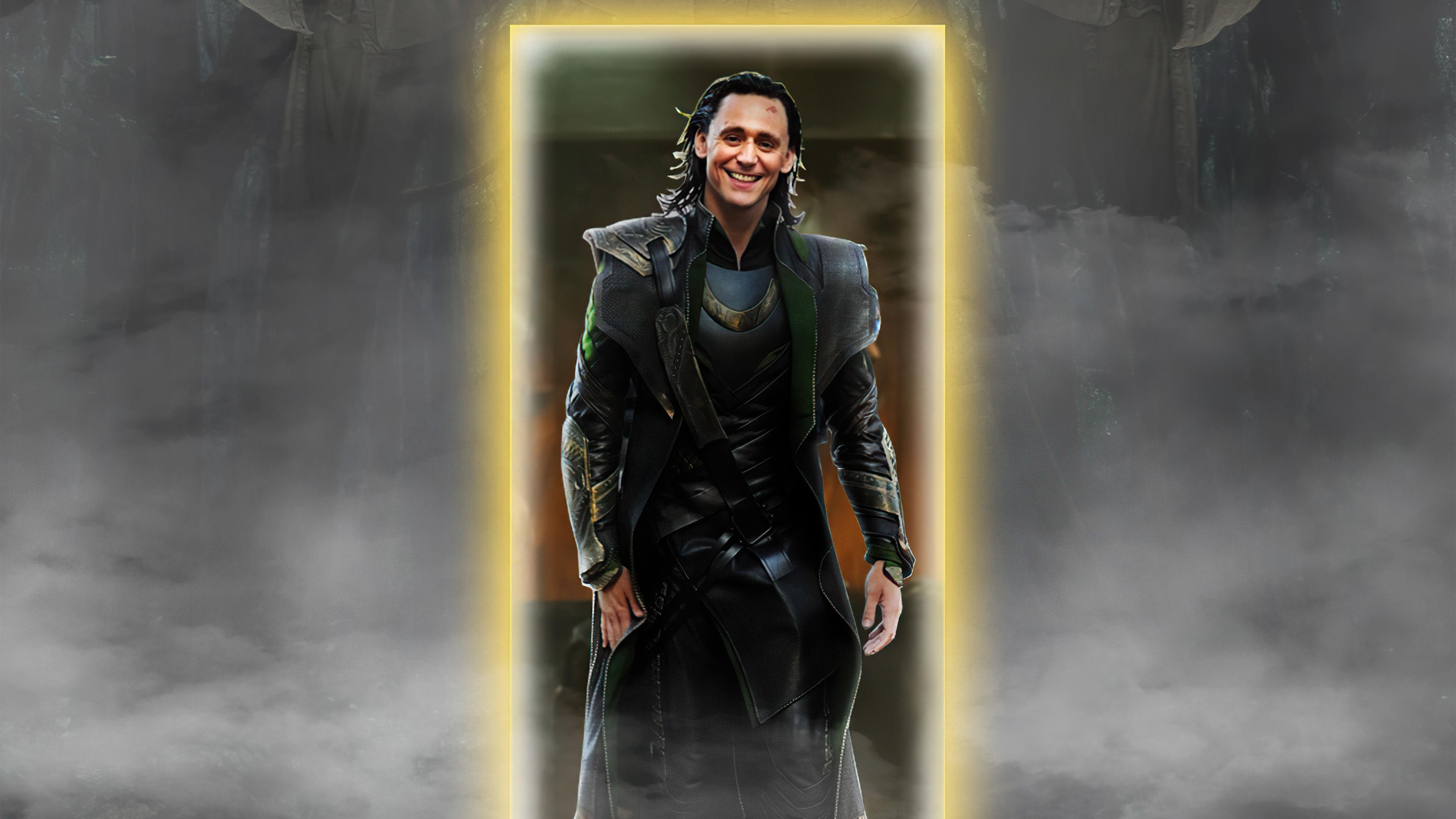 Wallpaper Loki smiling