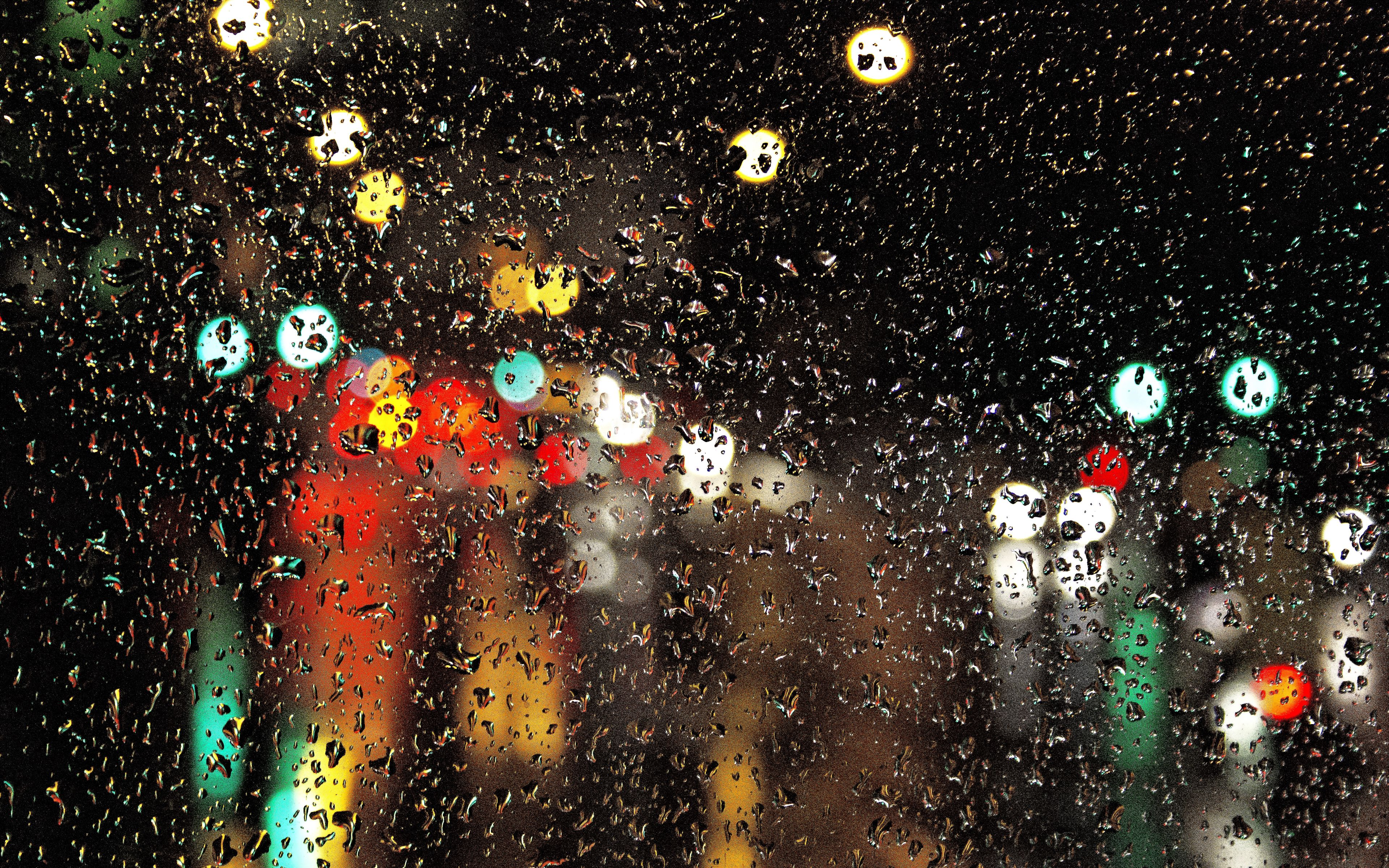 Wallpaper Traffic lights through glass with rain drop
