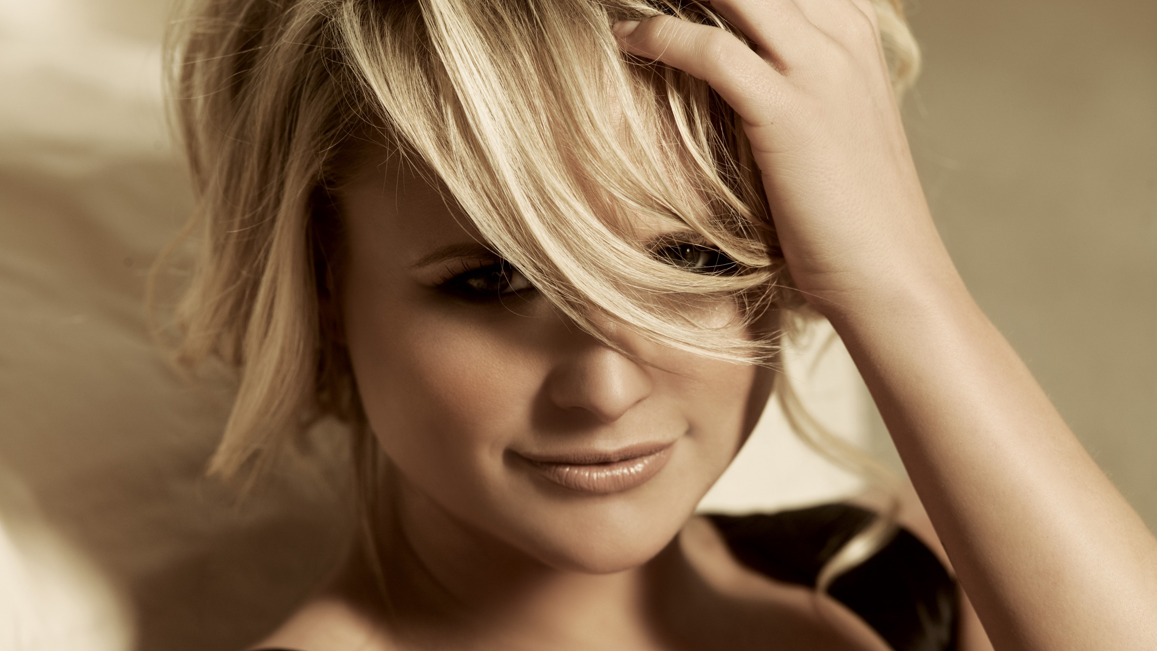 Wallpaper Miranda Lambert with short hair