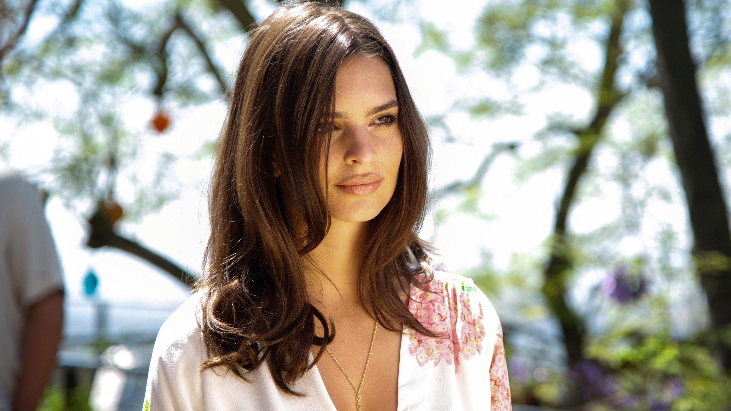 Wallpaper Modelo americana Emily Ratajkowski