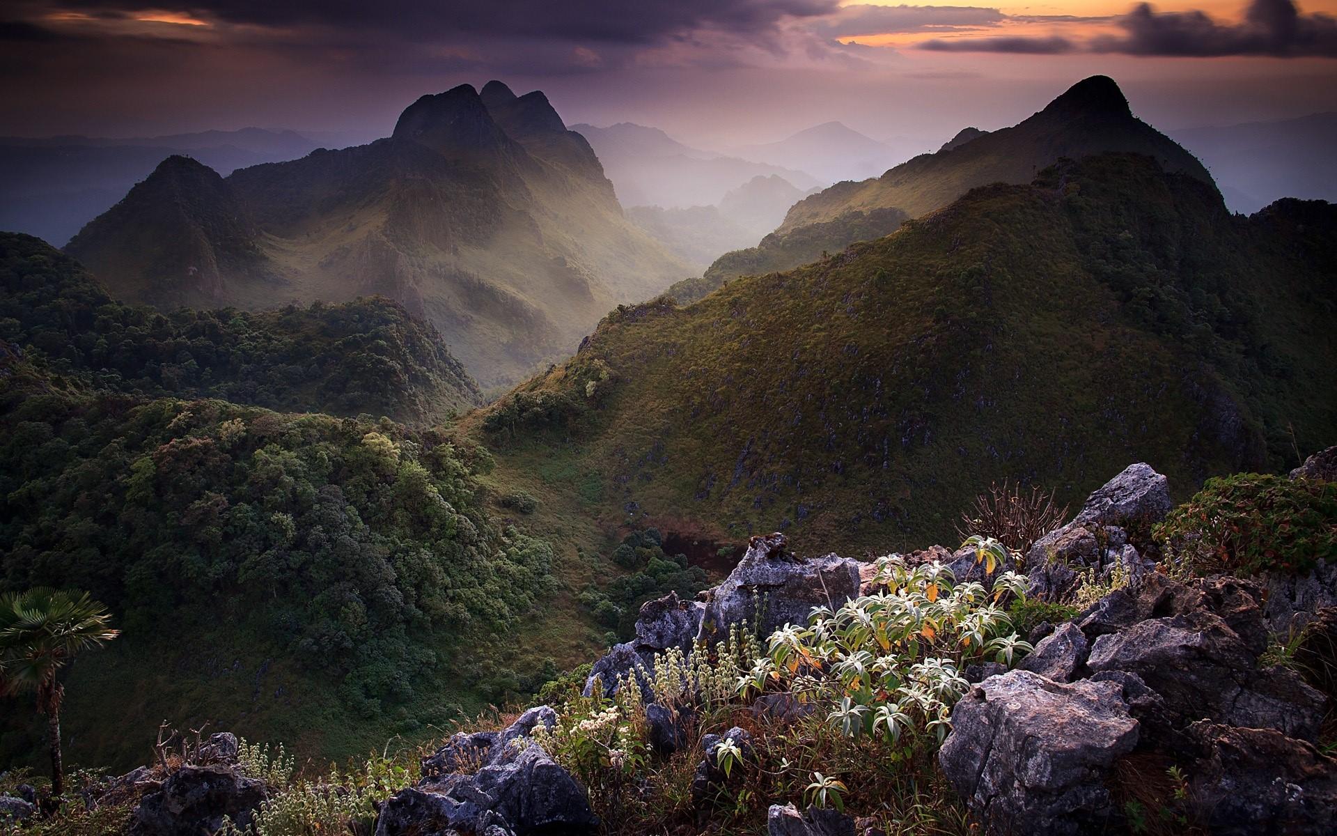 Wallpaper Limestone Mountain in Thailand