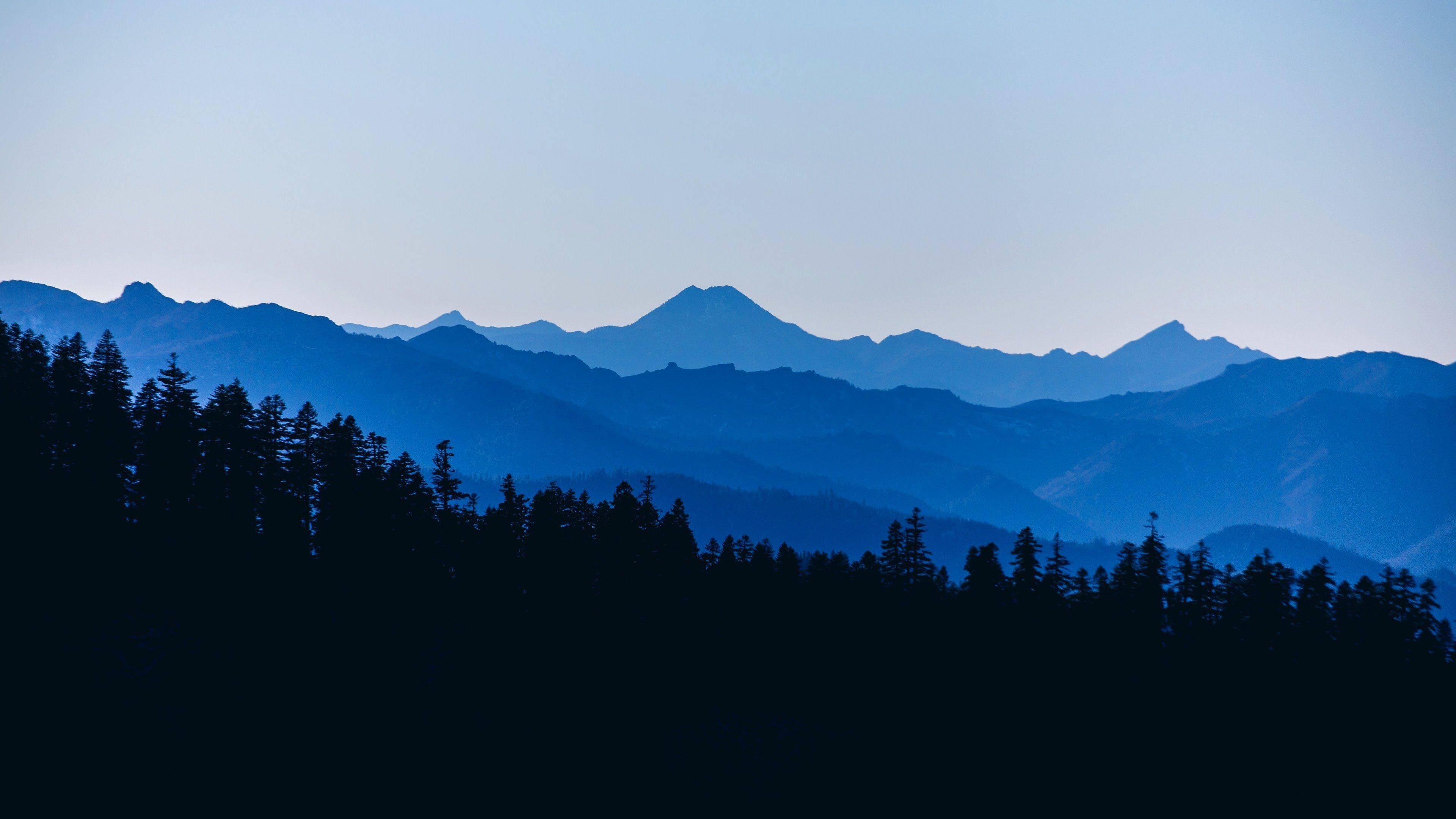 Fondos de pantalla Montañas azules en anochecer