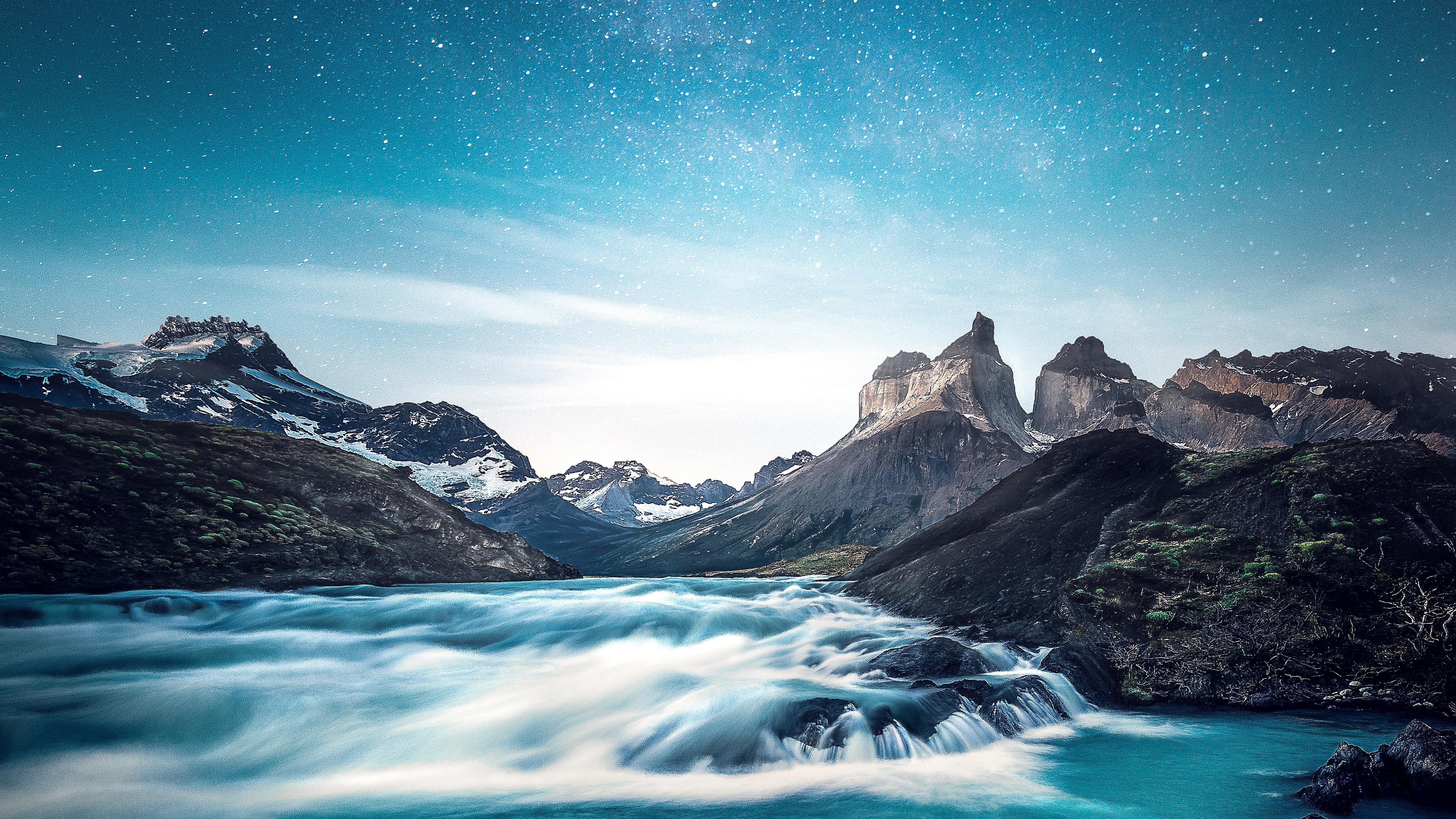 Fondos de pantalla Montañas con rió y estrellas
