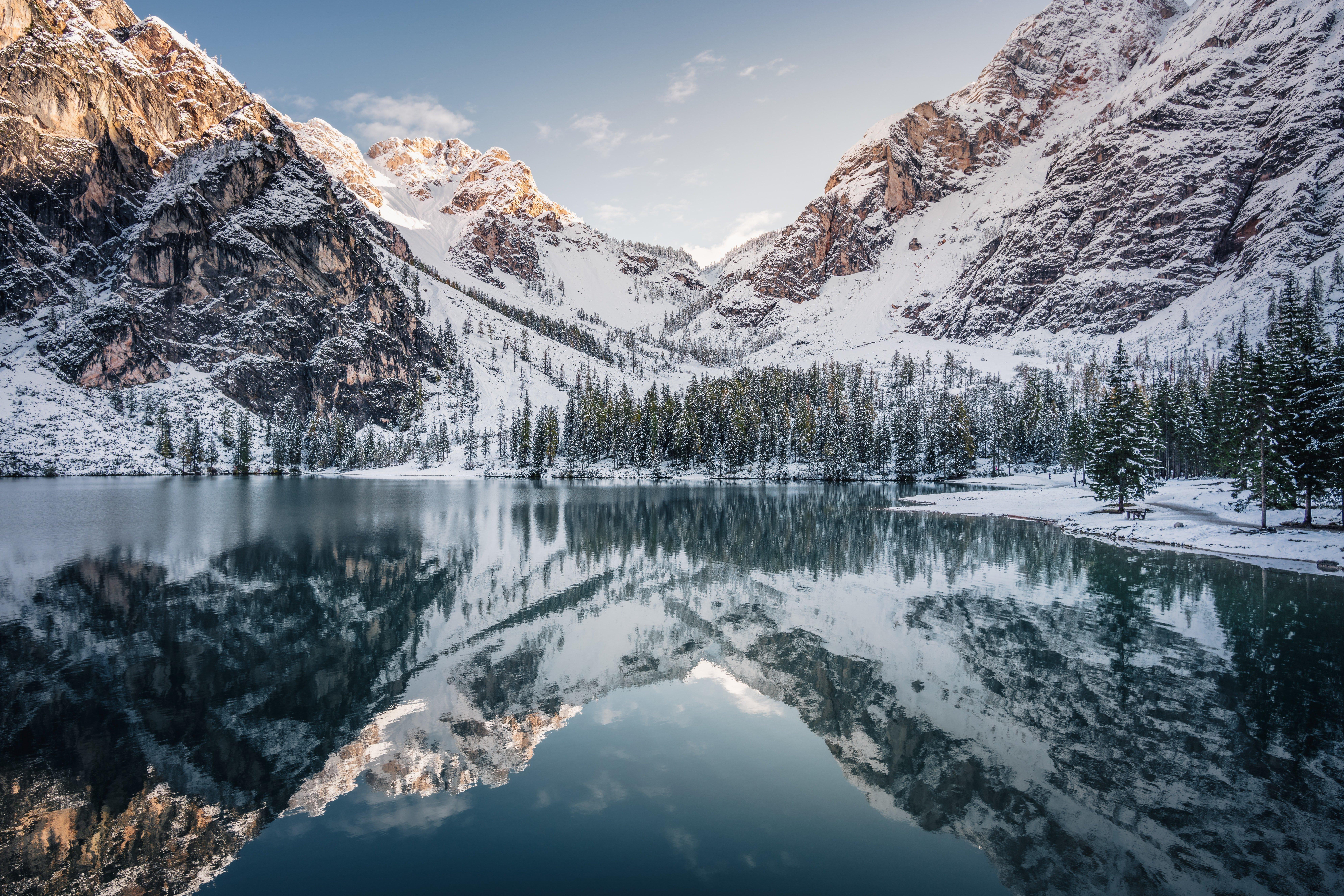 Fondos de pantalla Montañas cubiertas de nieve