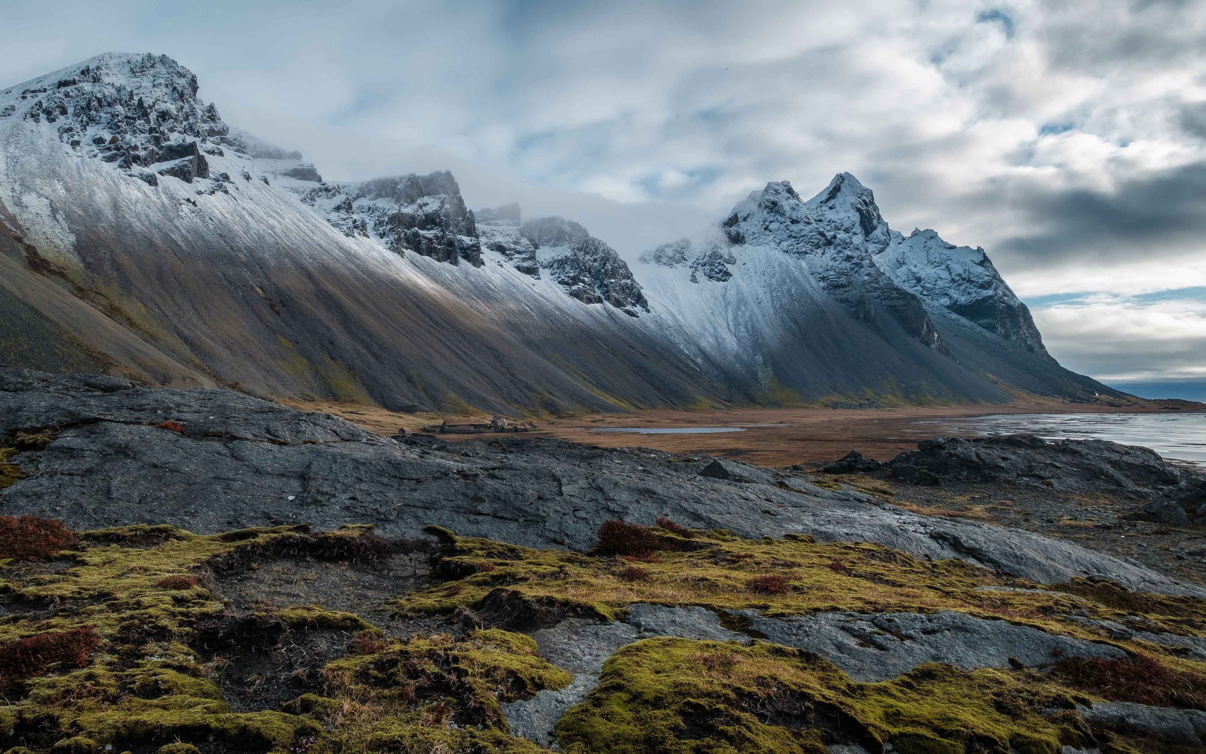 Fondos de pantalla Montañas en paisaje nublado
