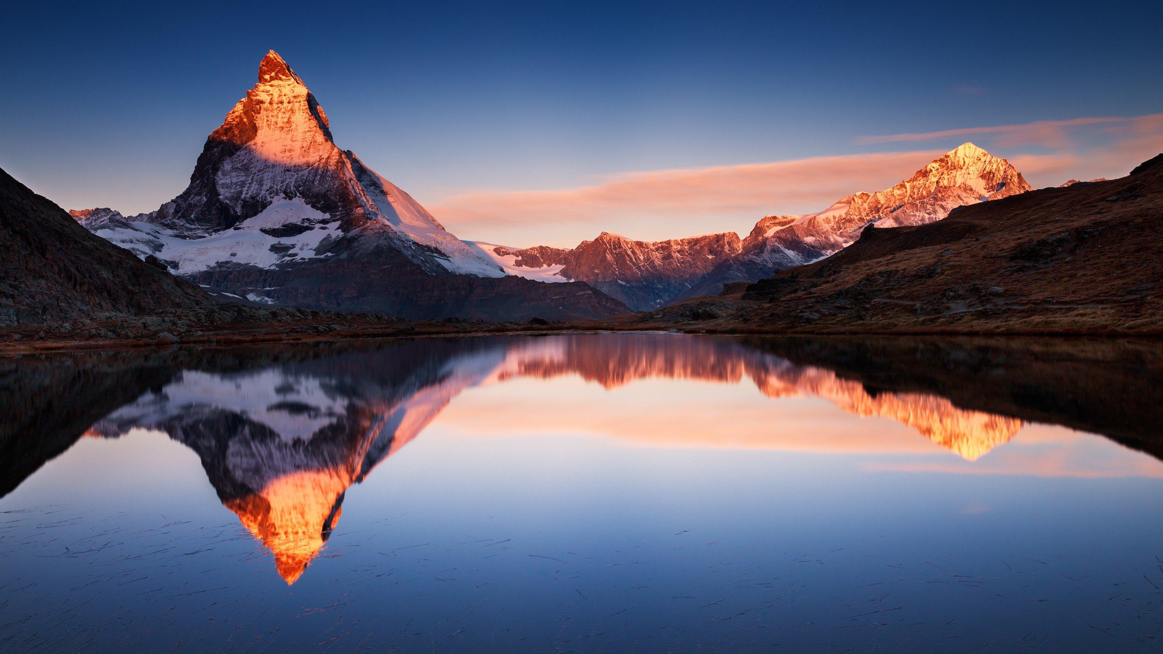 Fondos de pantalla Montañas reflejadas en lago APPLE IOS 10