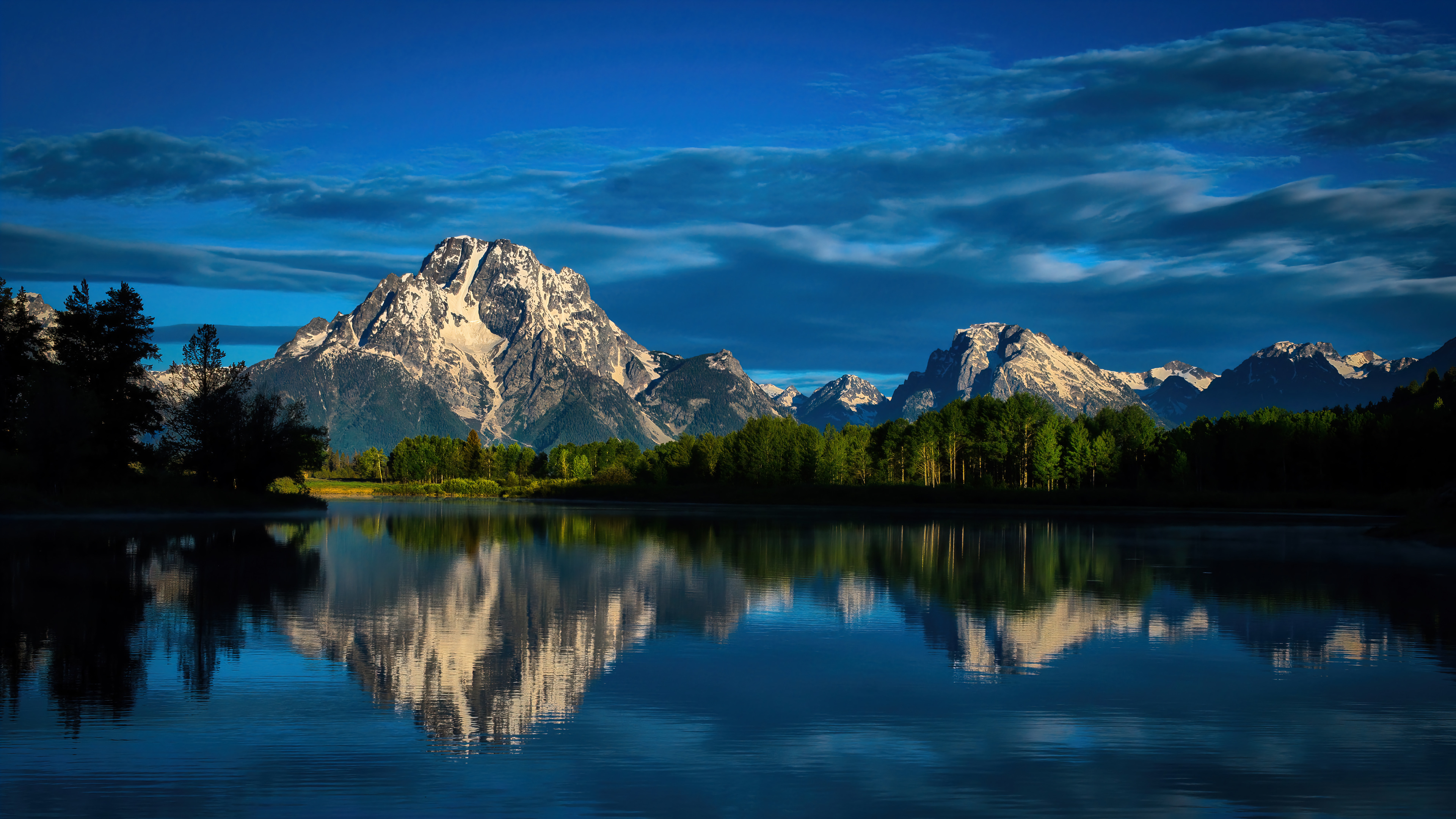 Wallpaper Mountains reflected in lake with blue sky