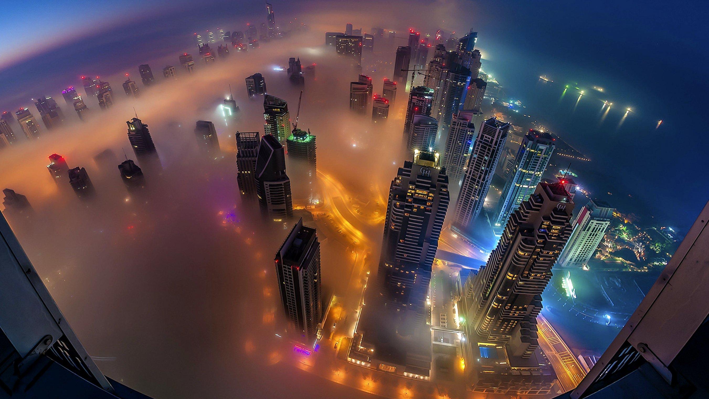 Fondos de pantalla Noche de niebla en la ciudad