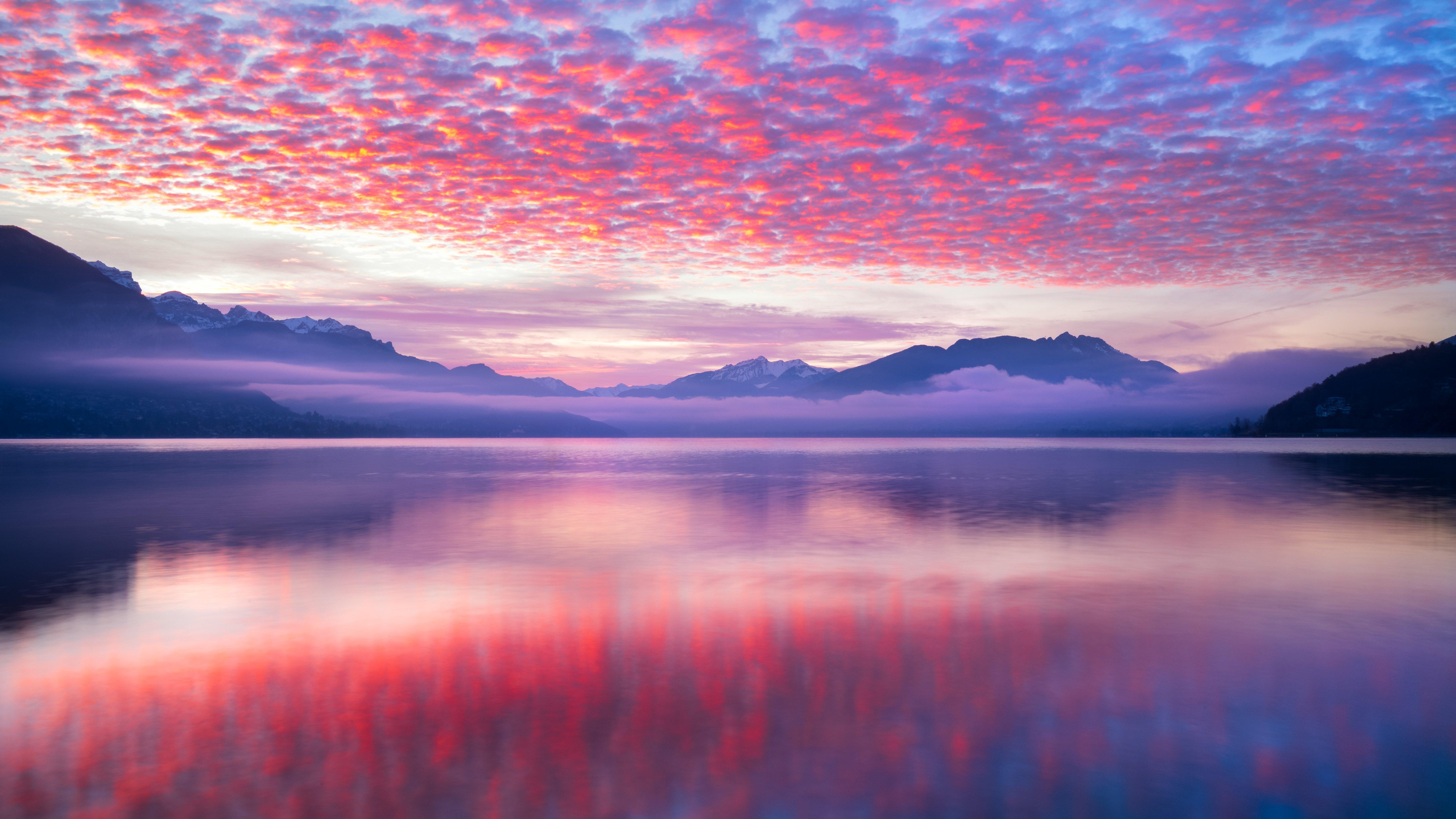 Fondos de pantalla Nubes rosas reflejadas en lago