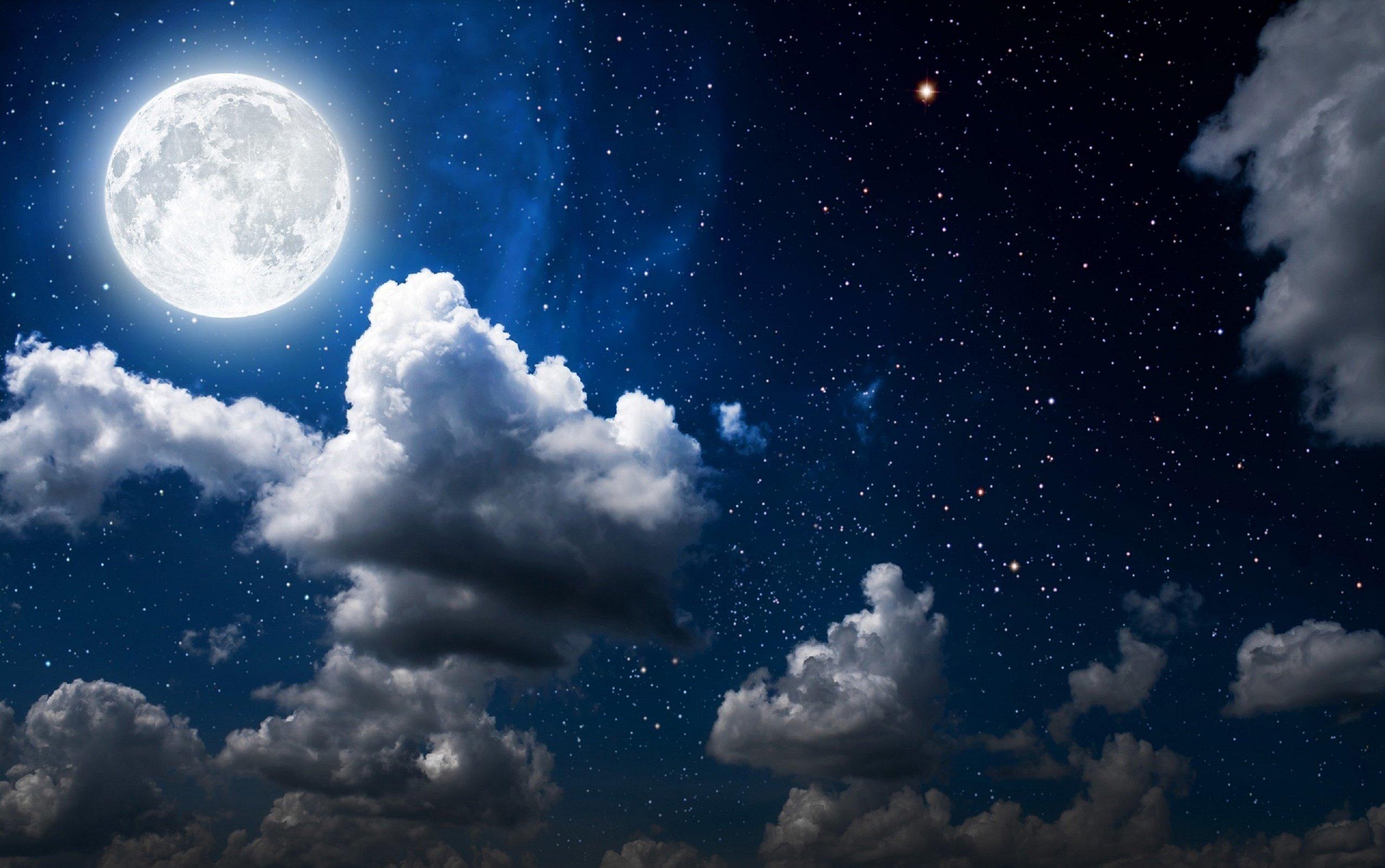 Fondos de pantalla Nubes y la luna de noche