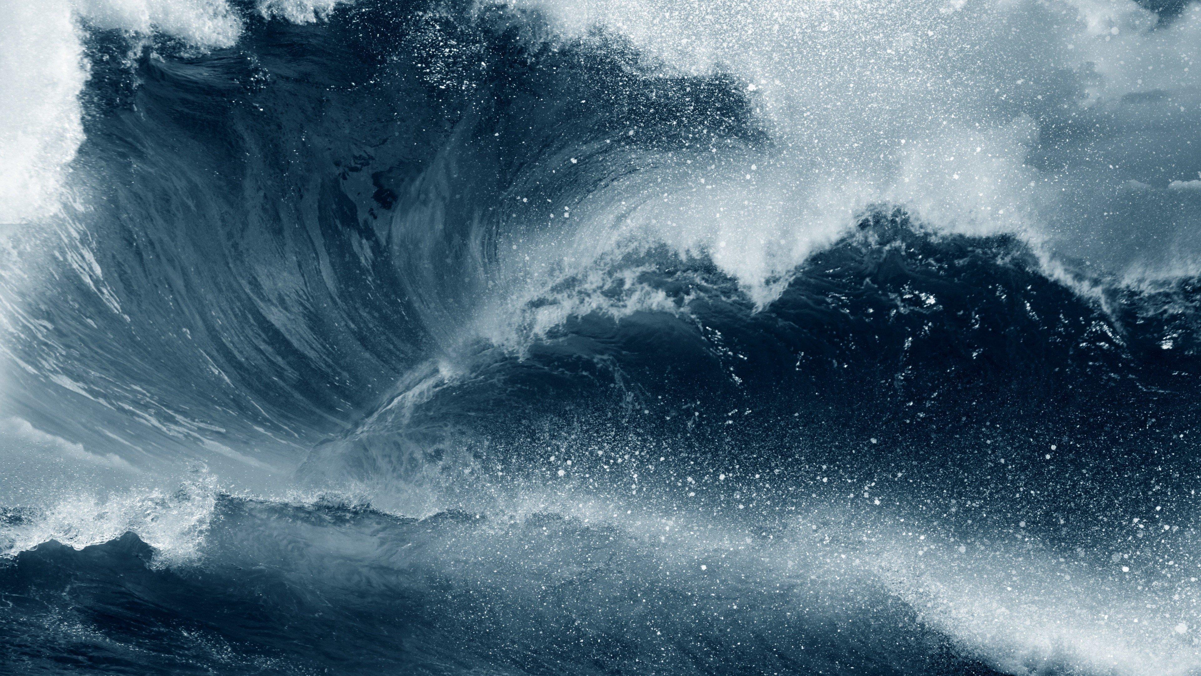 Wallpaper Wave in the ocean during storm