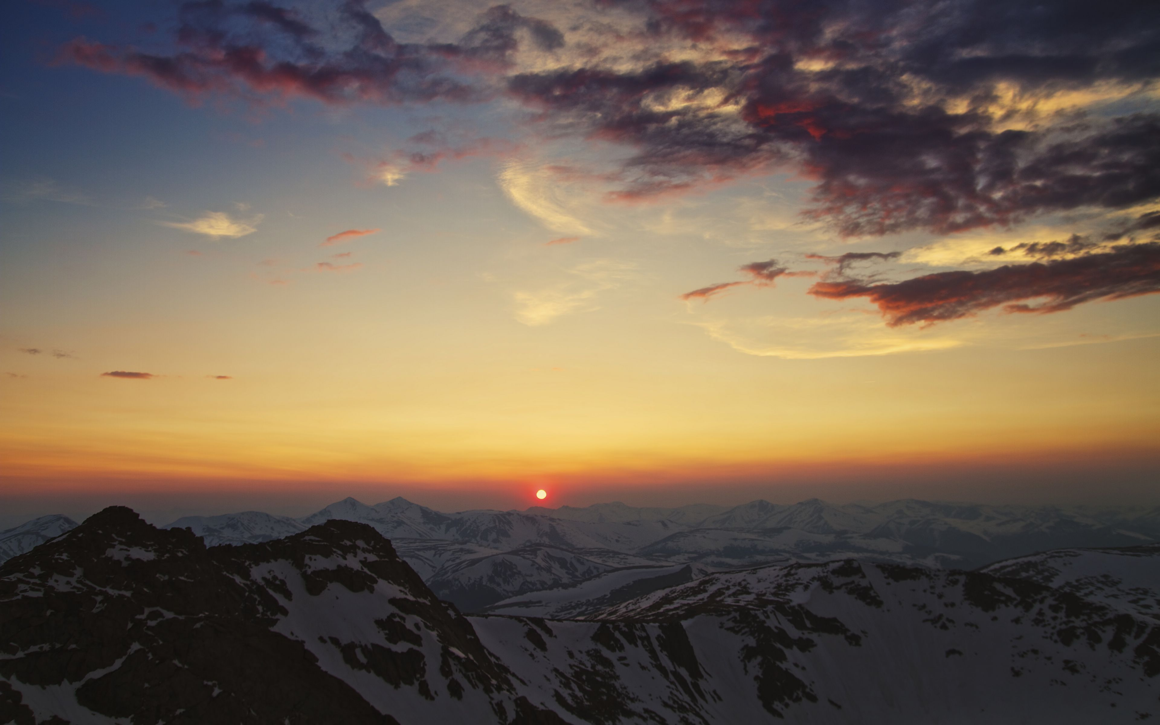 Wallpaper Aerial landscape of mountains at sunset