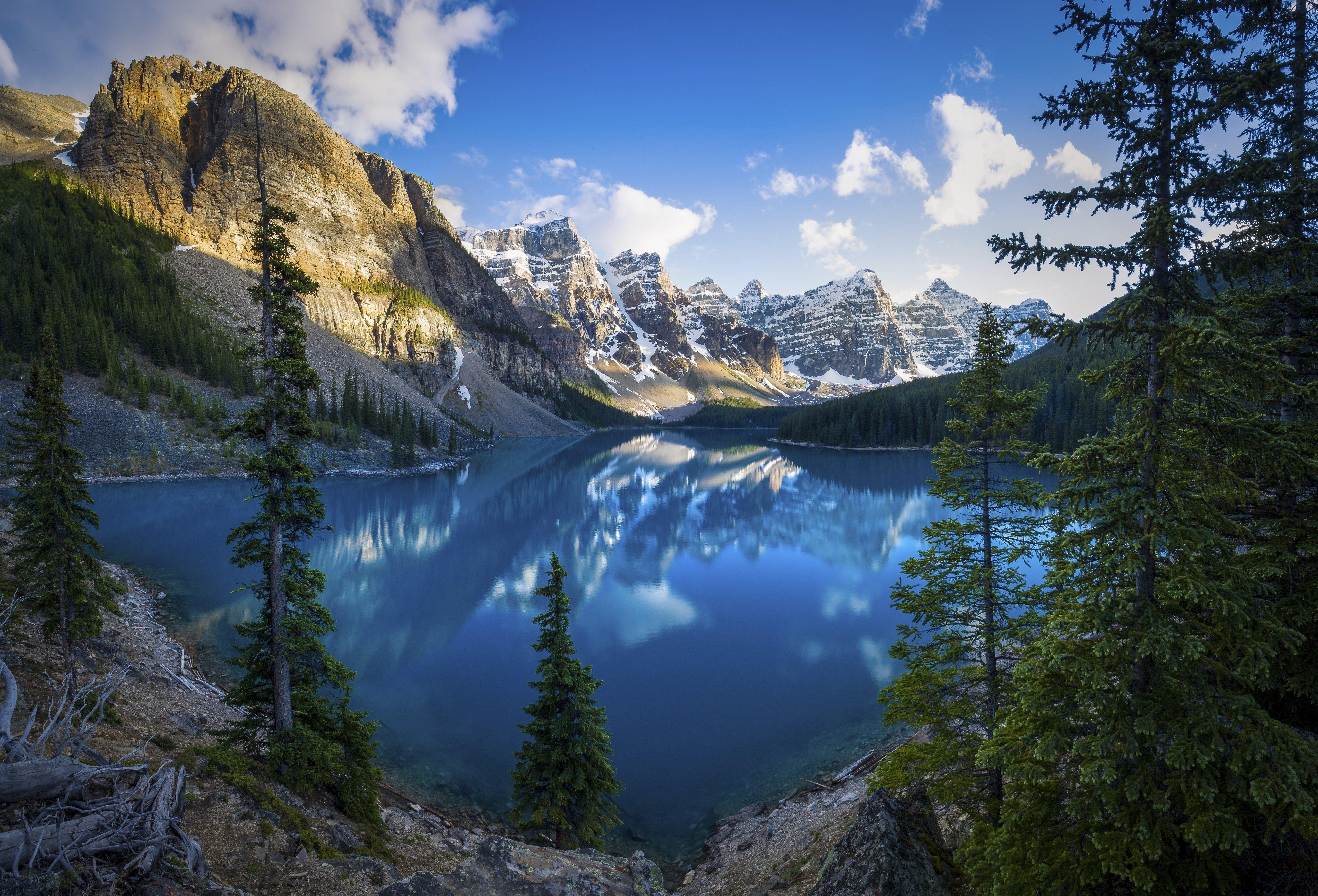 Fondos de pantalla Paisaje de lago en el bosque Alberta, Canada