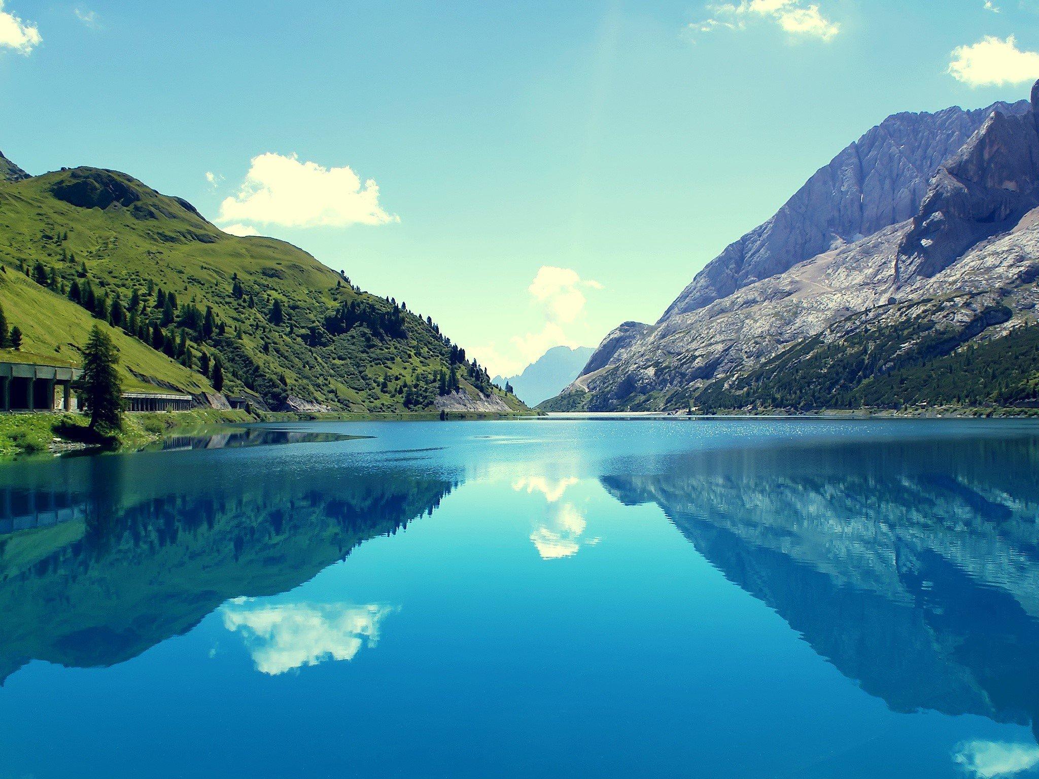 Fondo de pantalla de Reflejo de las montañas Imágenes