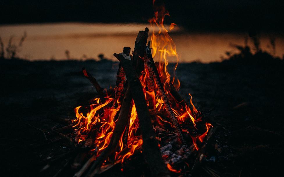 Fuego de una fogata Fondo de pantalla 4k Ultra HD ID:4050