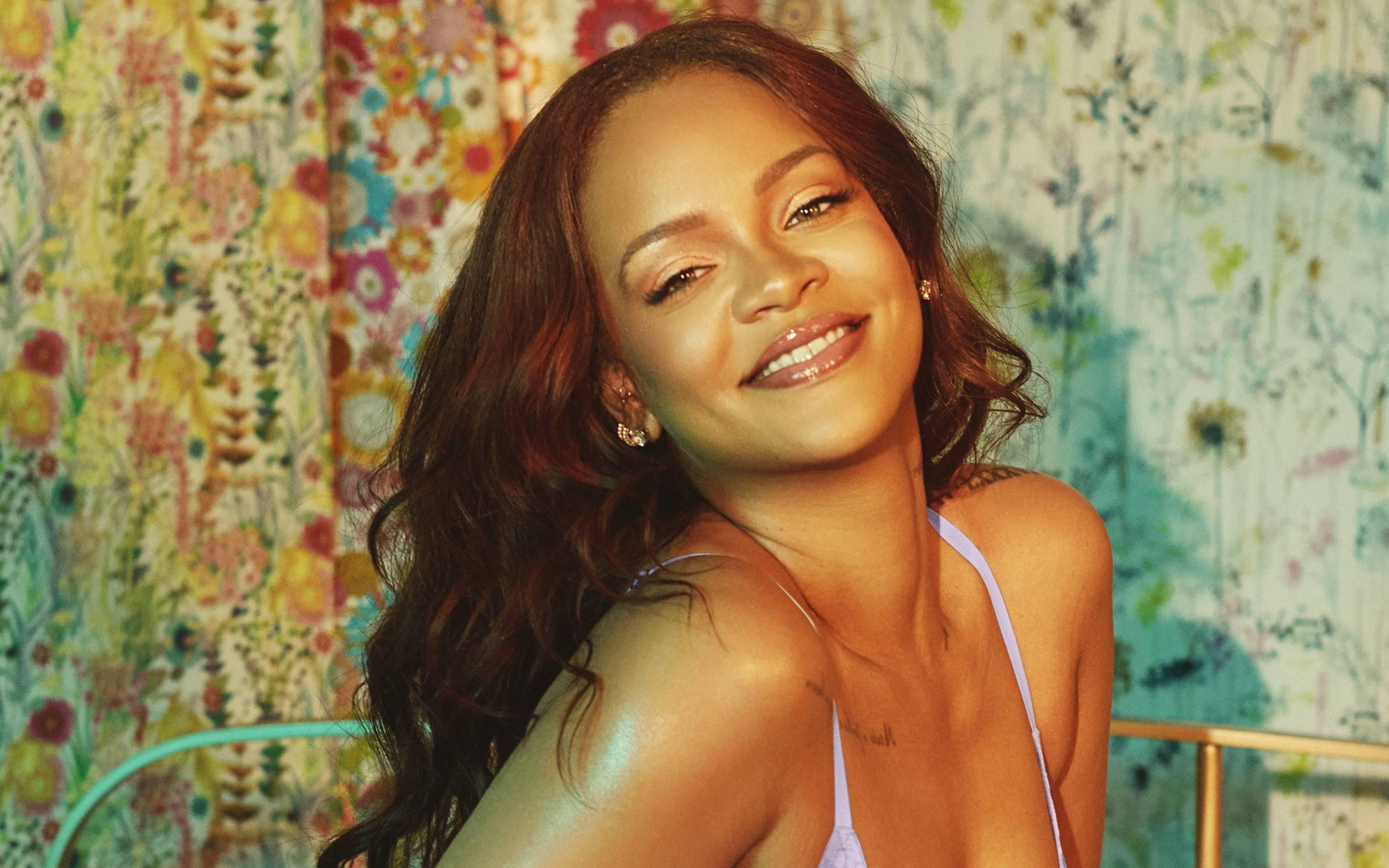 Fondos de pantalla Rihanna sonriendo