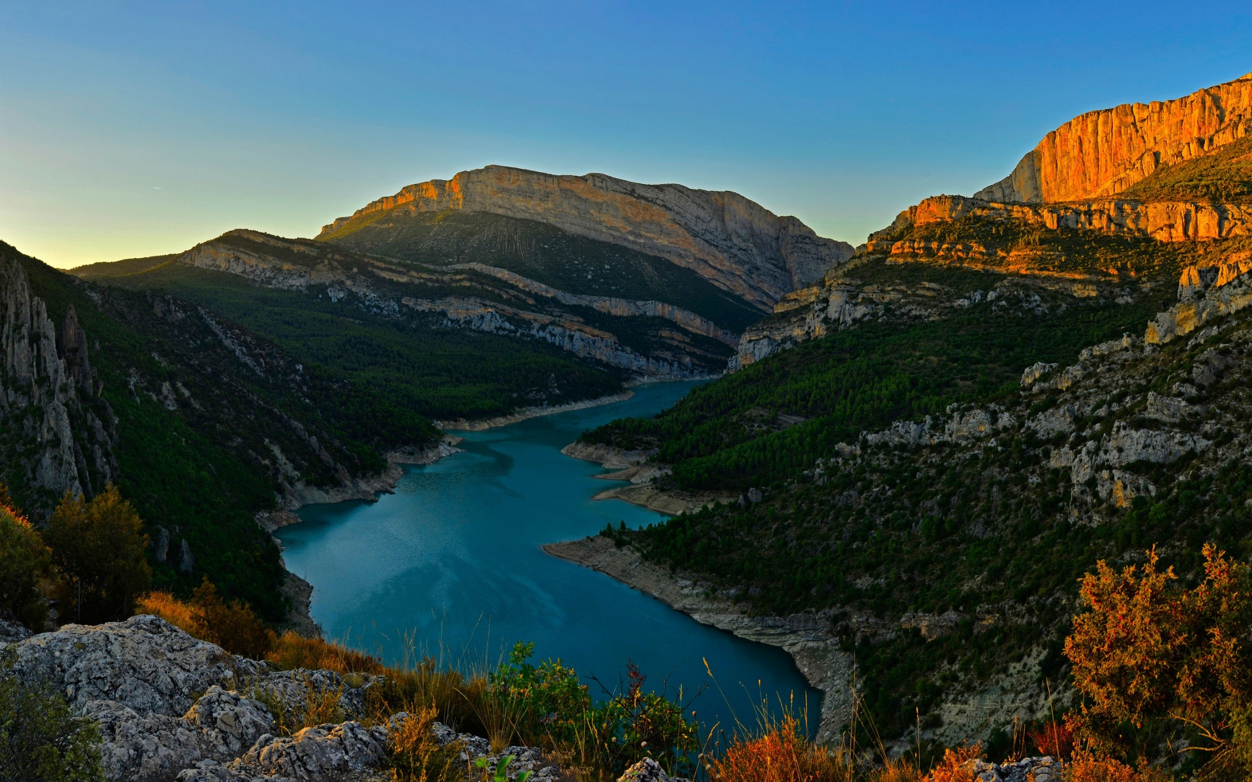 Wallpaper Rio Congost in the mountain ranges of Spain