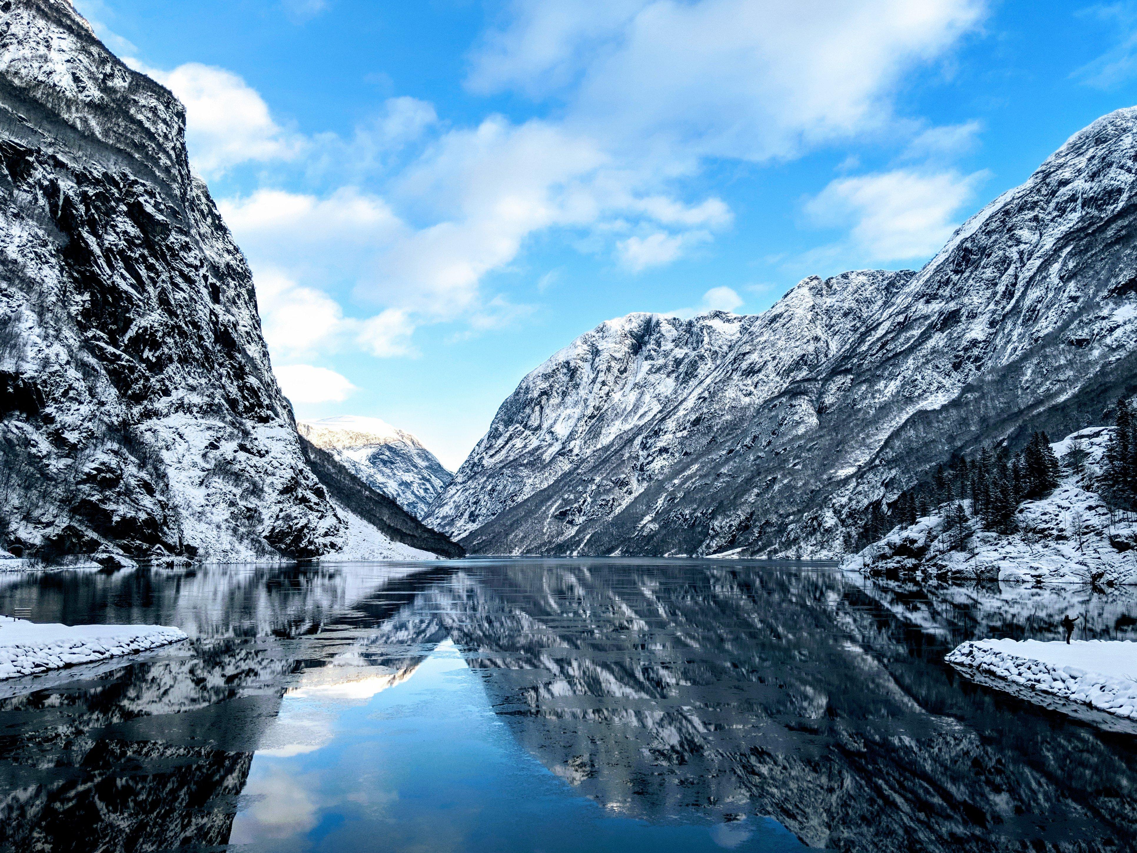 Fondos de pantalla Rios de noruega entre montañas