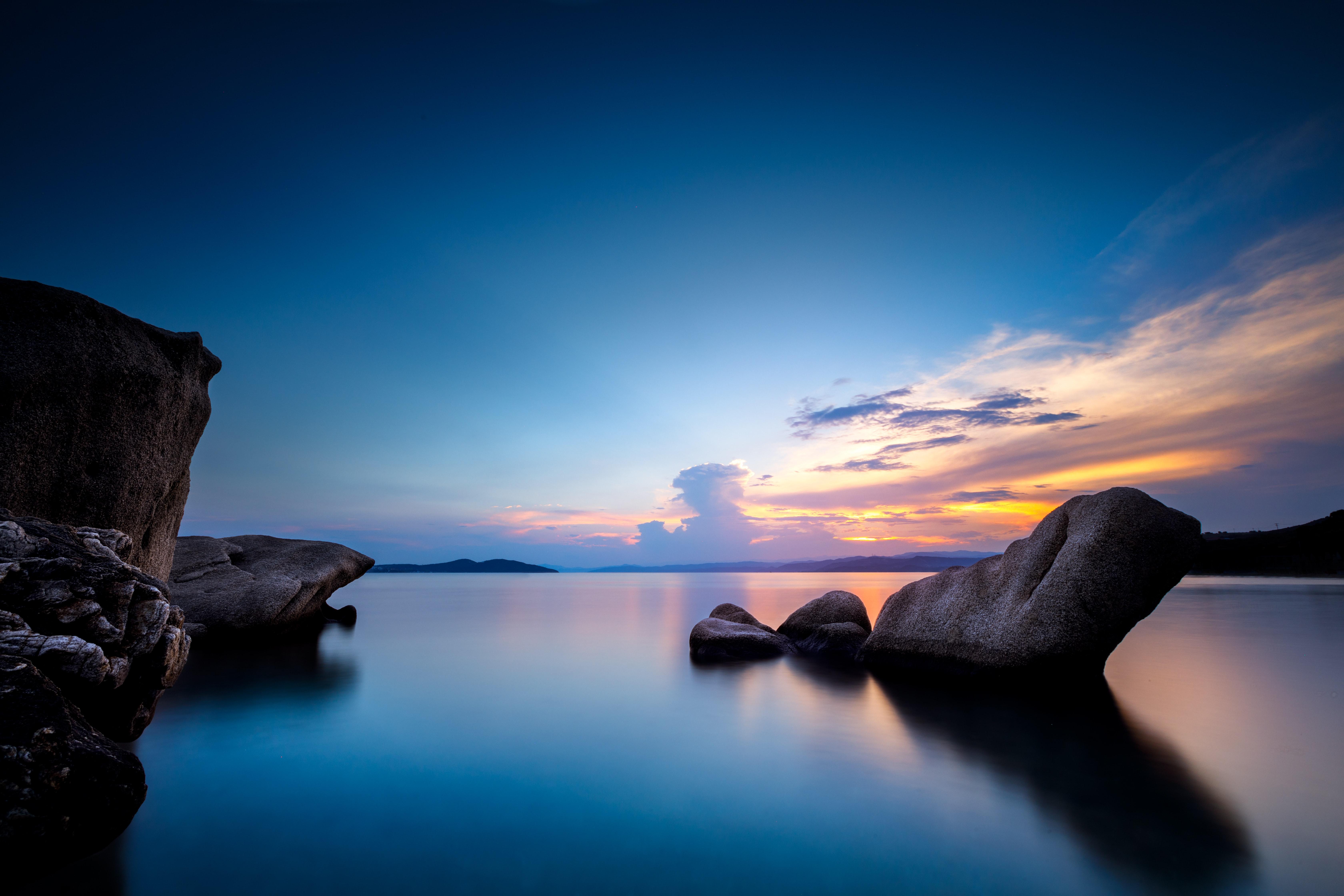 Fondos de pantalla Rocas en medio del mar