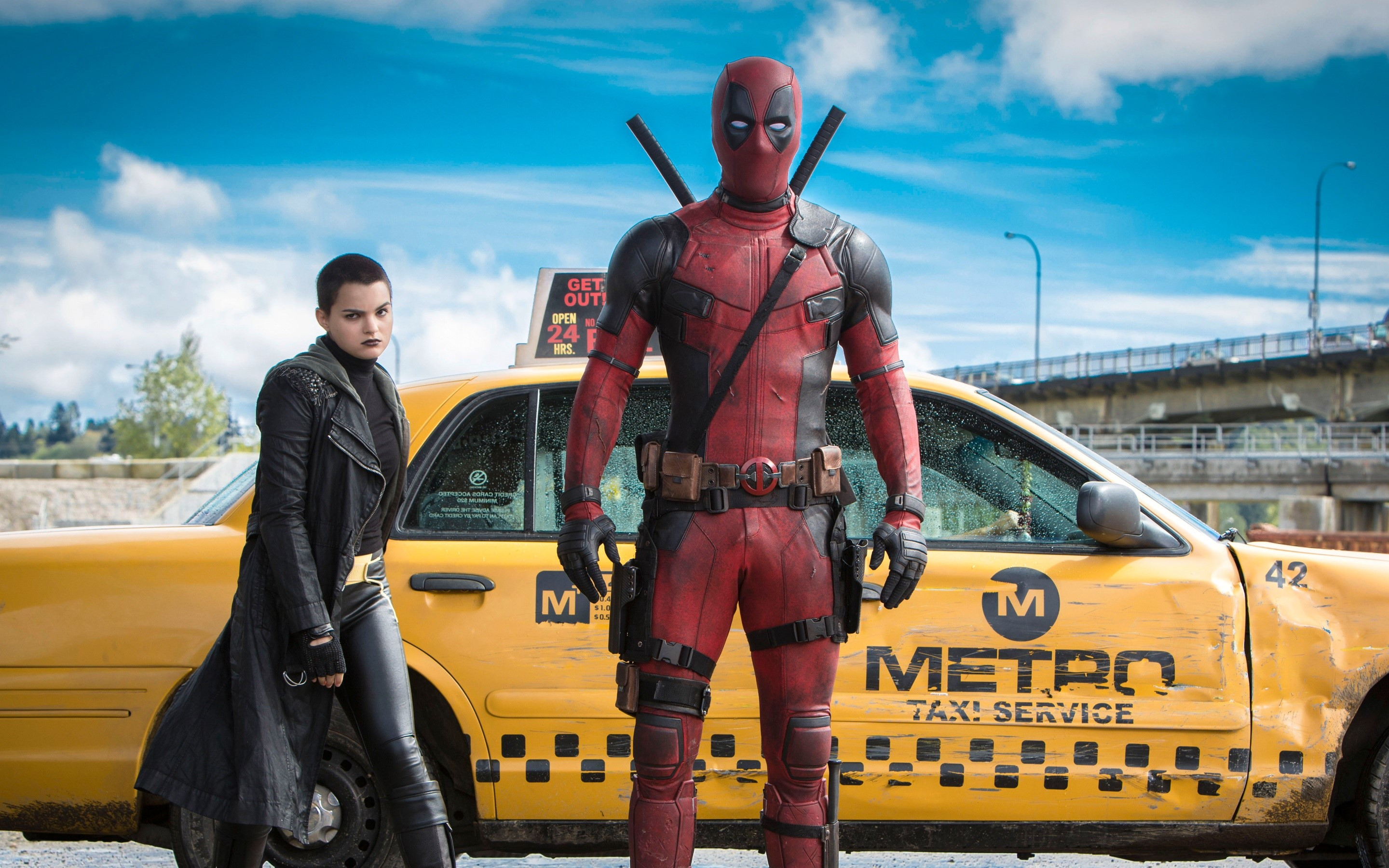 Wallpaper Ryan Reynolds as Deadpool in front of a taxi