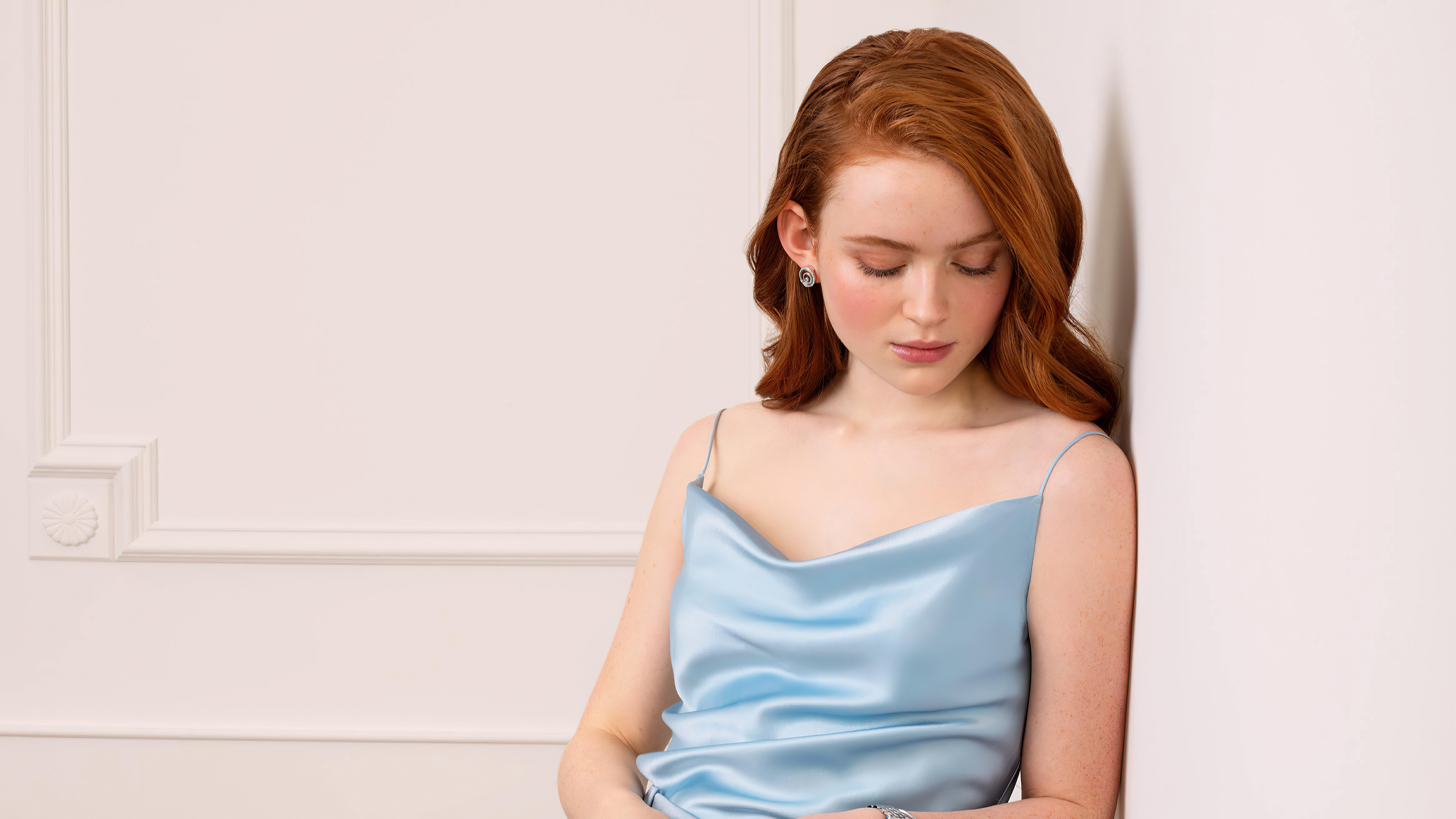 Wallpaper Sadie Sink blue dress