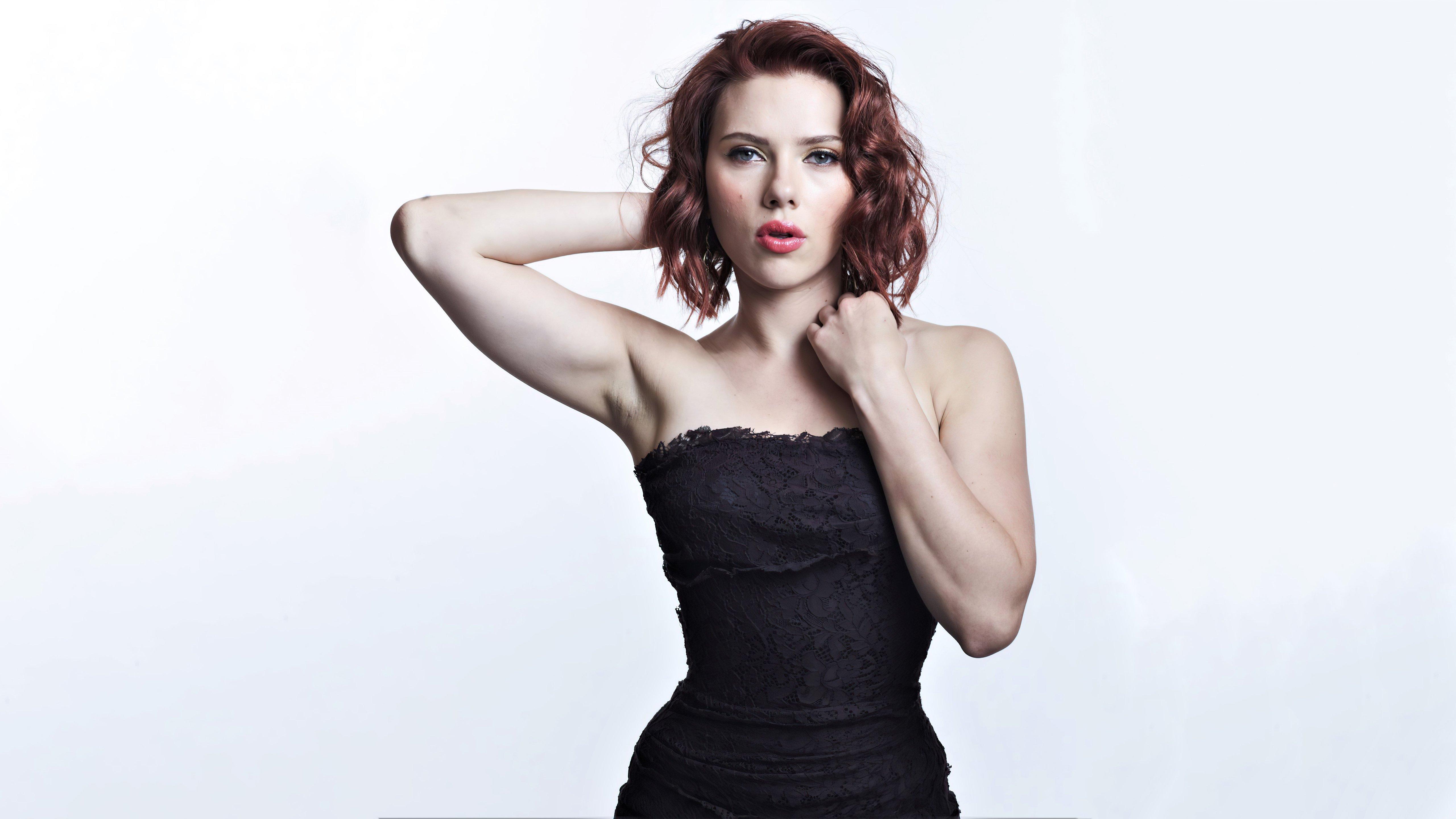 Fondos de pantalla Scarlett Johansson con vestido negro