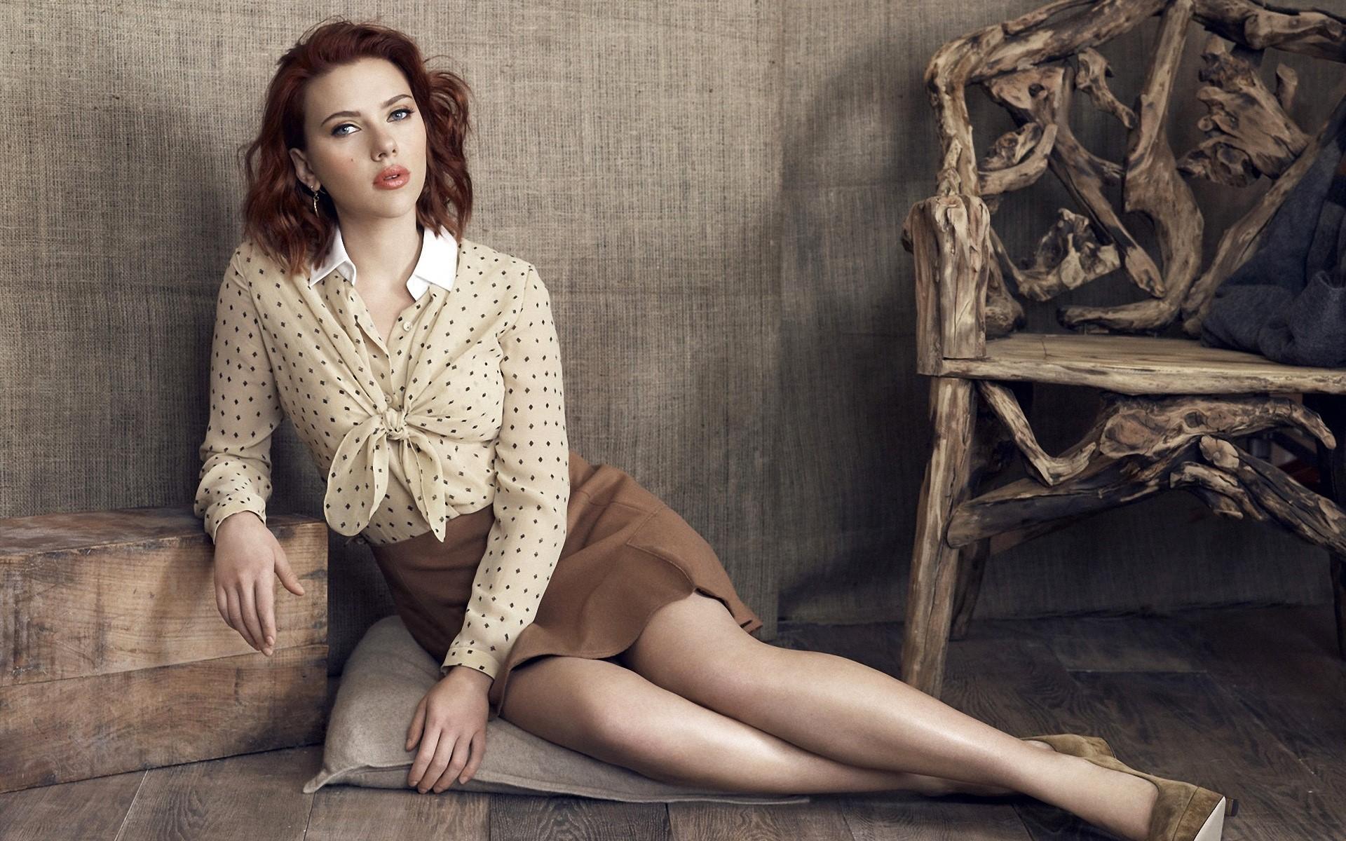 Wallpaper Scarlett Johansson on the floor