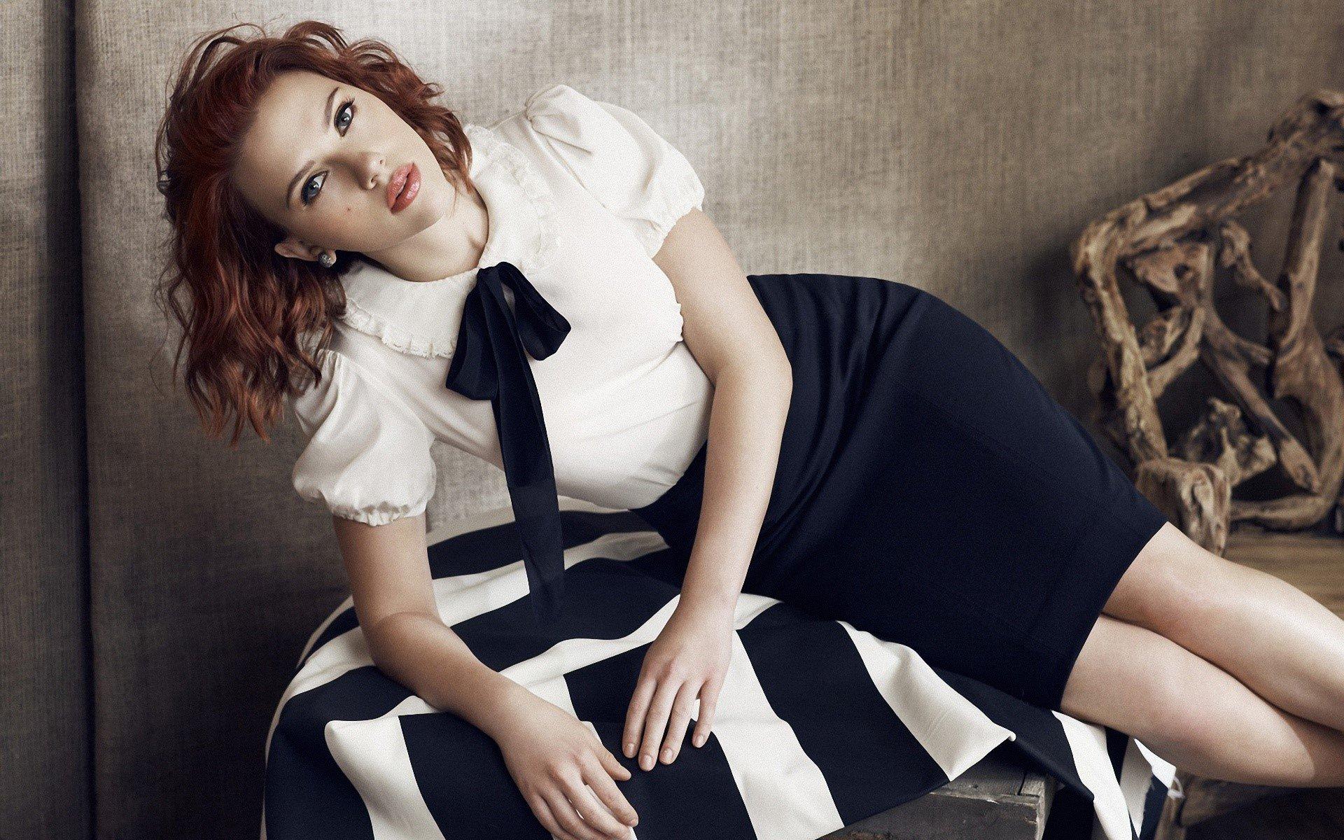 Fondos de pantalla Scarlett Johansson en una habitación