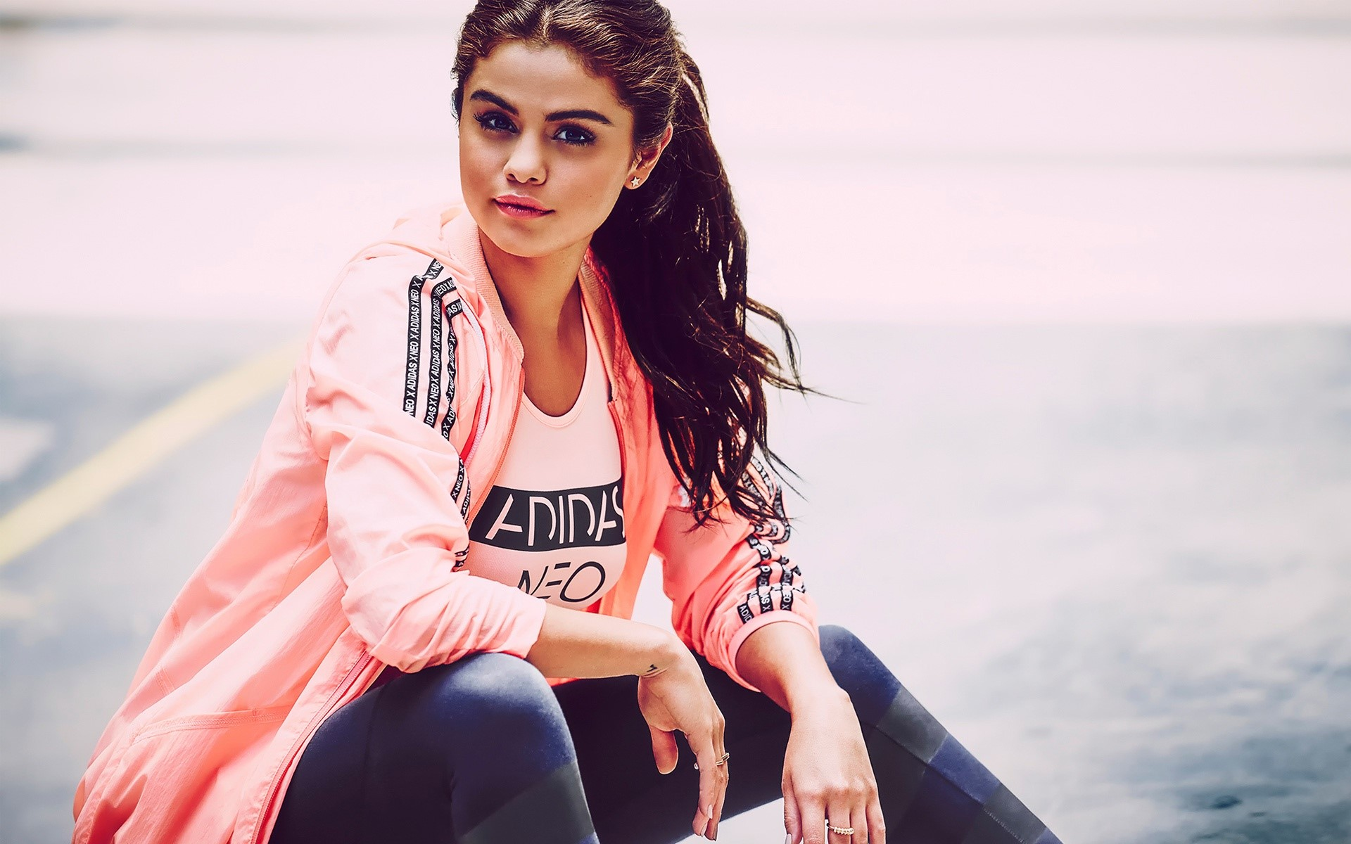 Wallpaper Selena Gomez with sports clothes