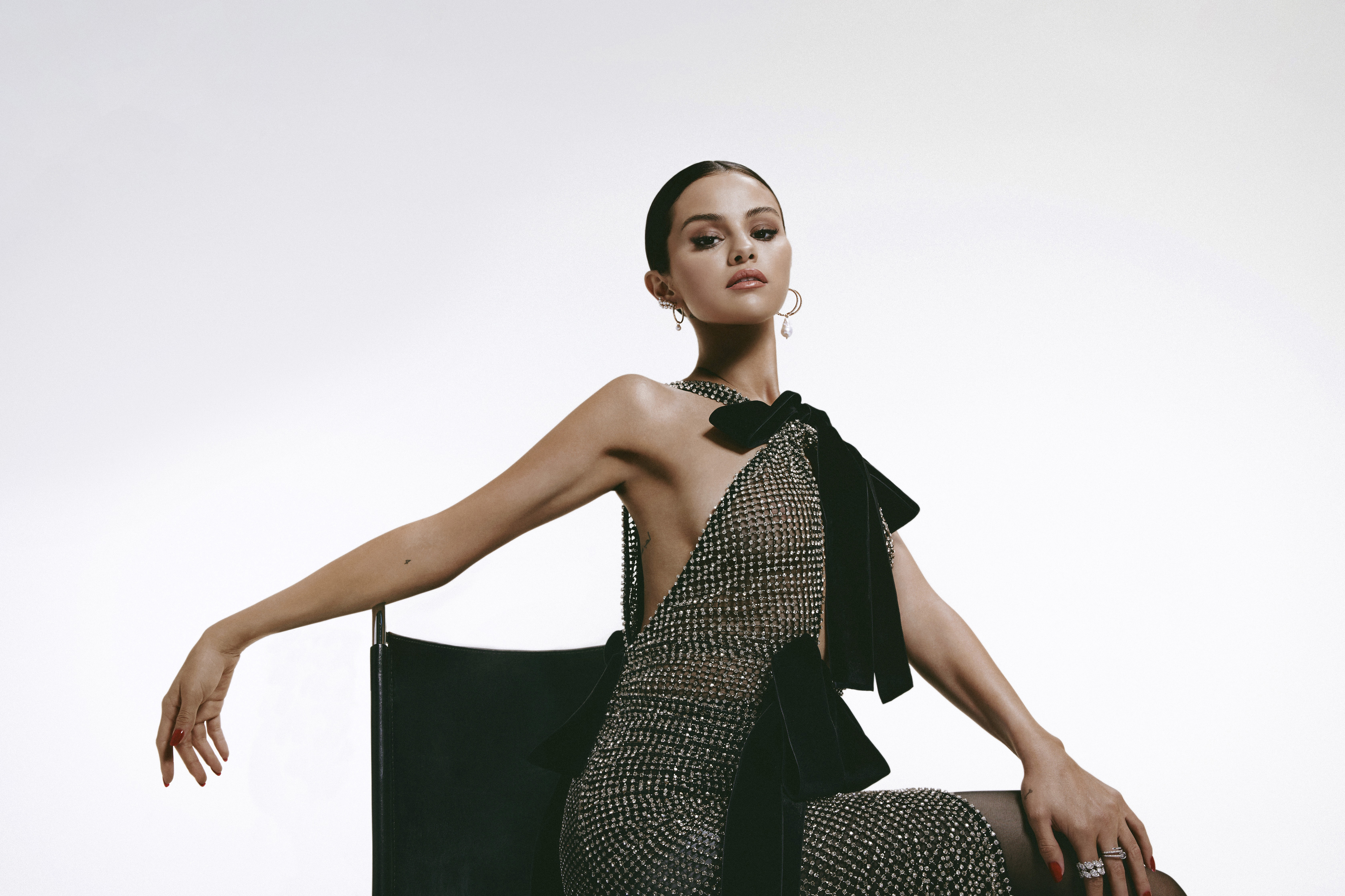 Wallpaper Selena Gomez with elegant dress