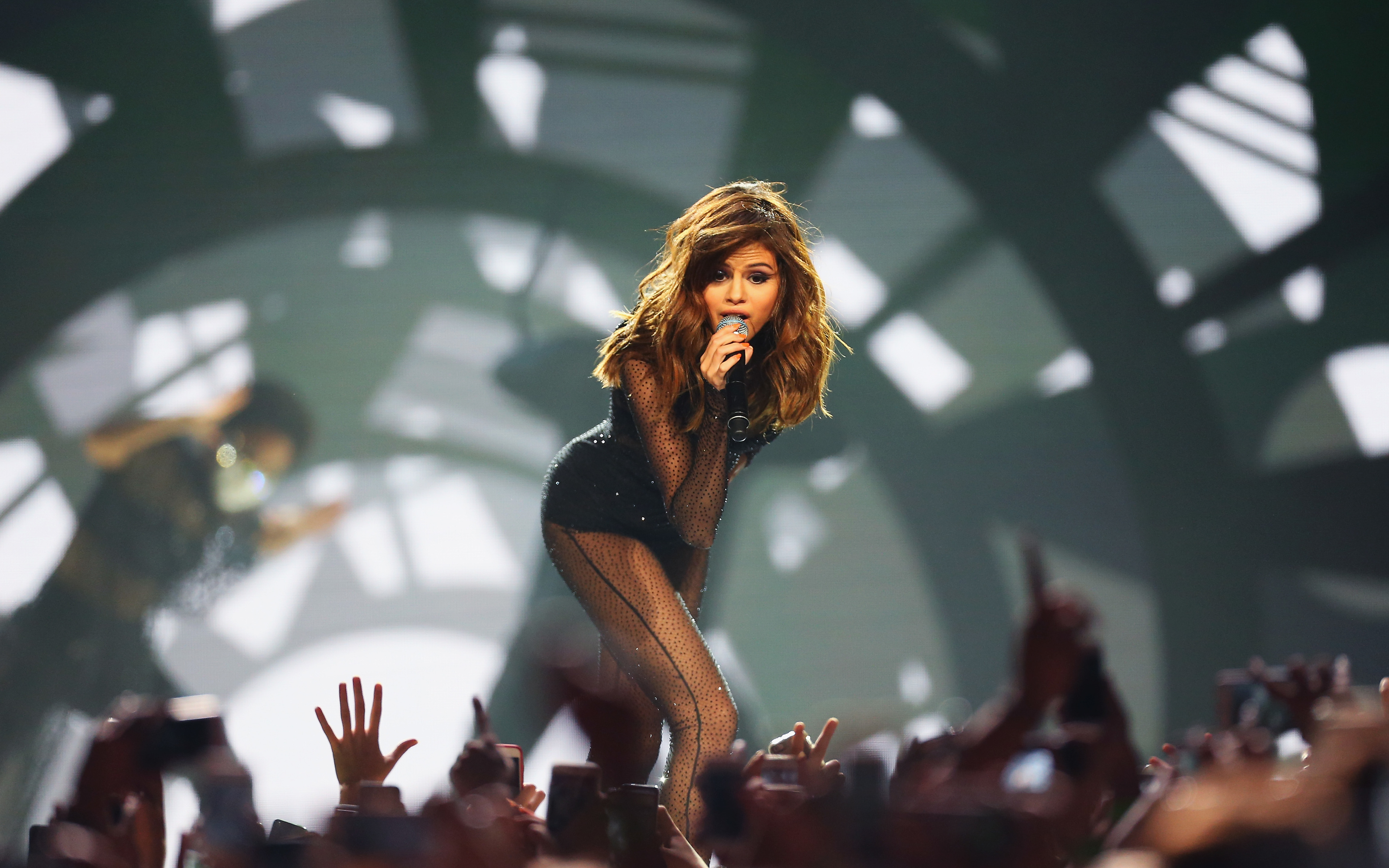 Fondos de pantalla Selena Gomez en escenario