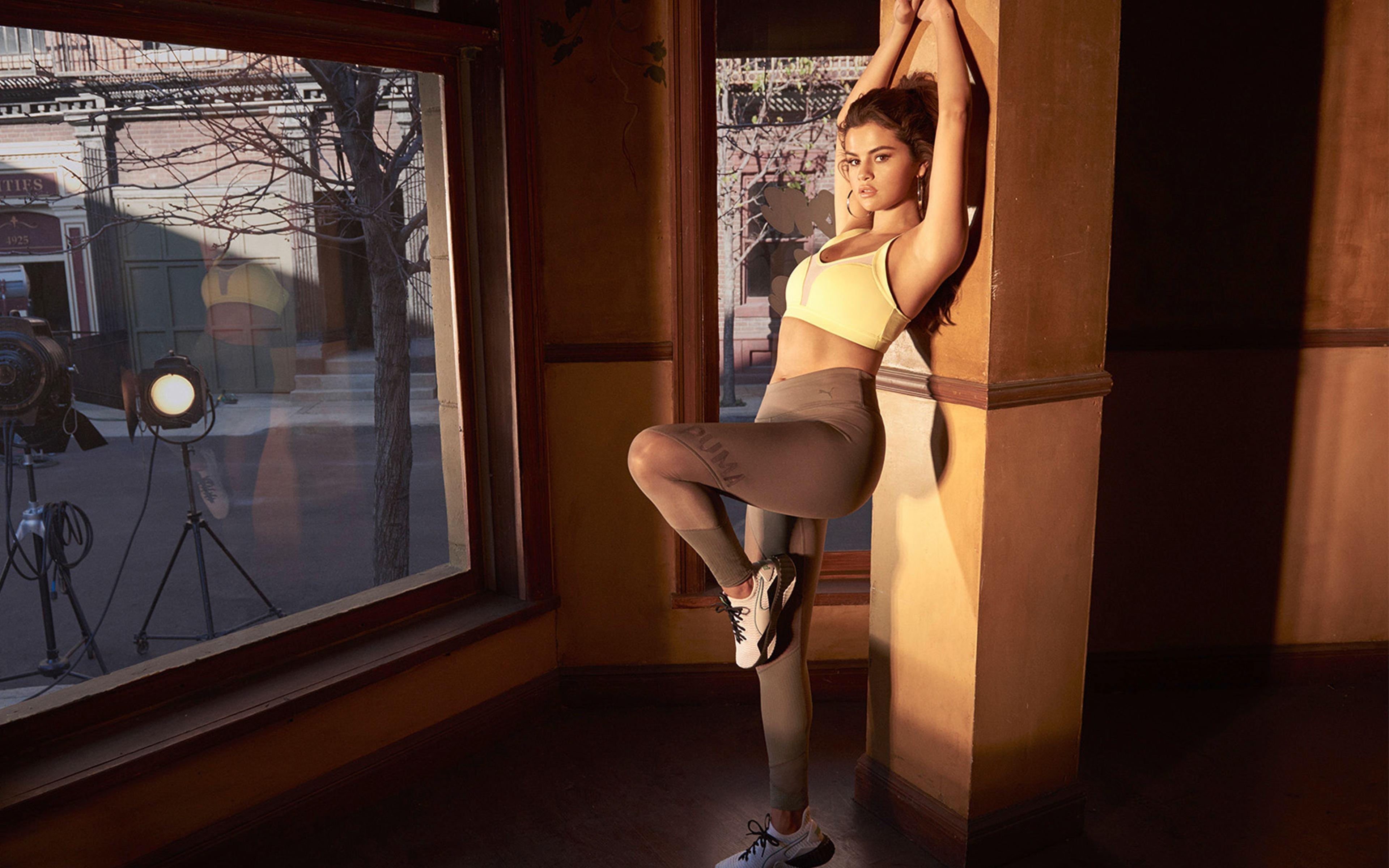 Fondos de pantalla Selena Gomez en ropa deportiva