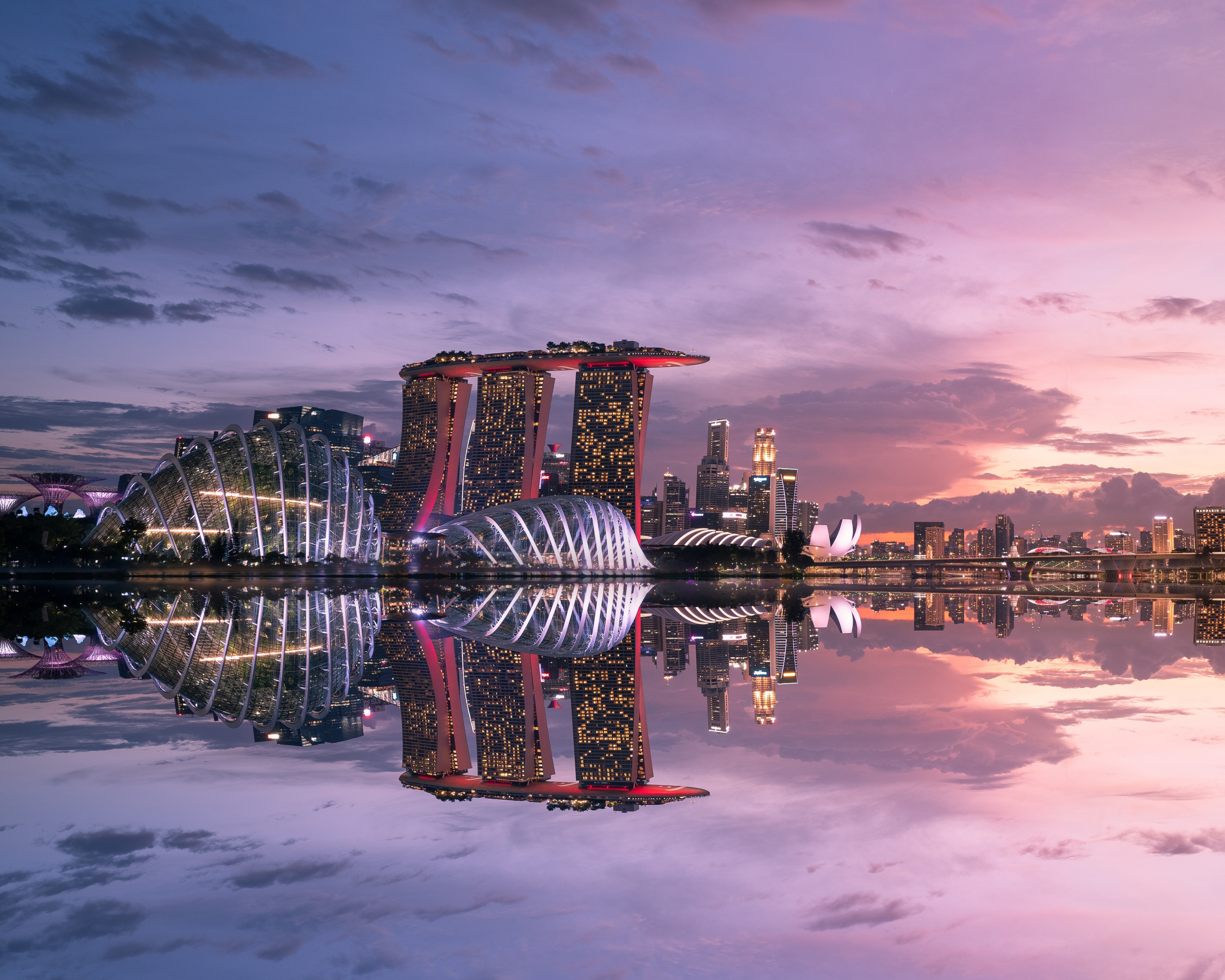 Wallpaper Singapore reflected in the water at sunset