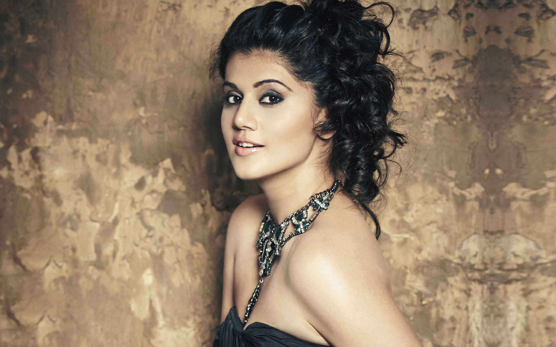 Wallpaper Taapsee Pannu