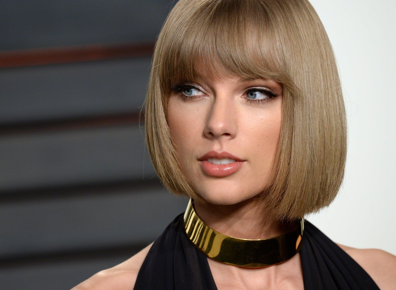 Wallpaper Taylor Swift short blond hair