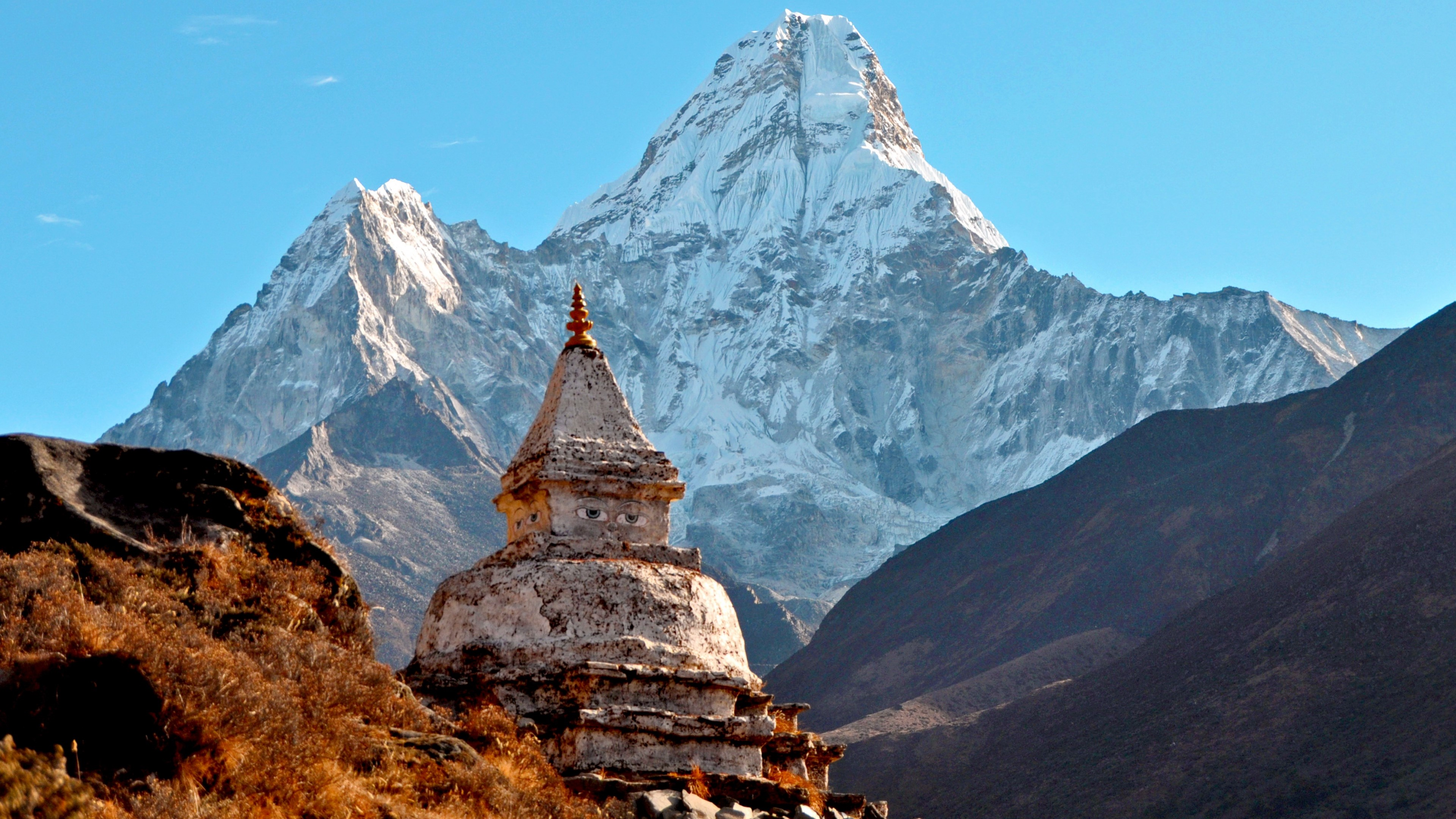 Wallpaper Ama Dablam Temple in the Himalayas