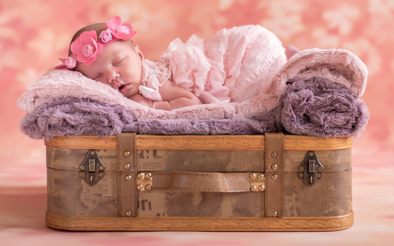 Fondo de pantalla de Un bebé durmiendo Imágenes