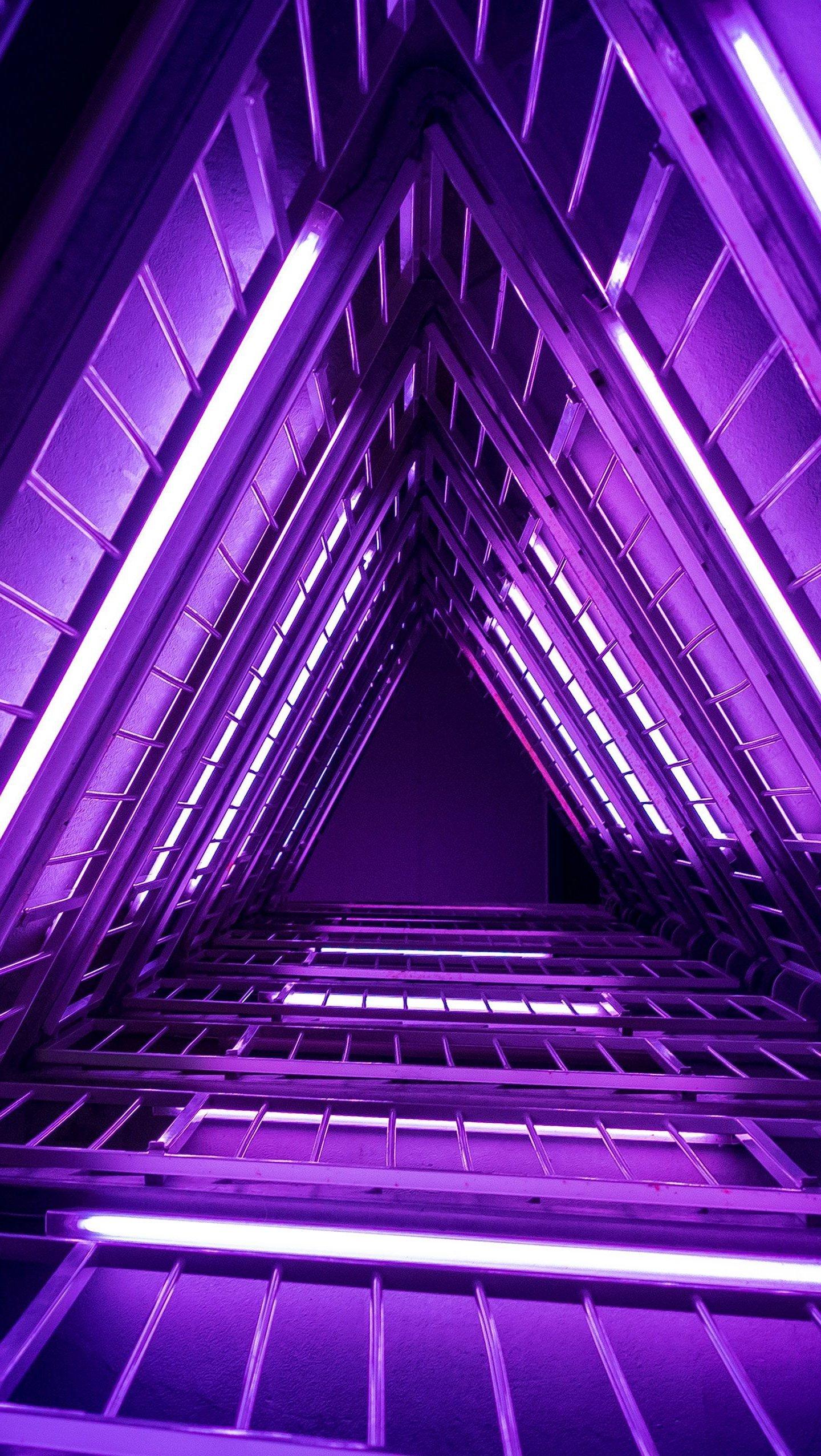 Fondos de pantalla 3d Abstracto luces moradas neón triangulo Vertical