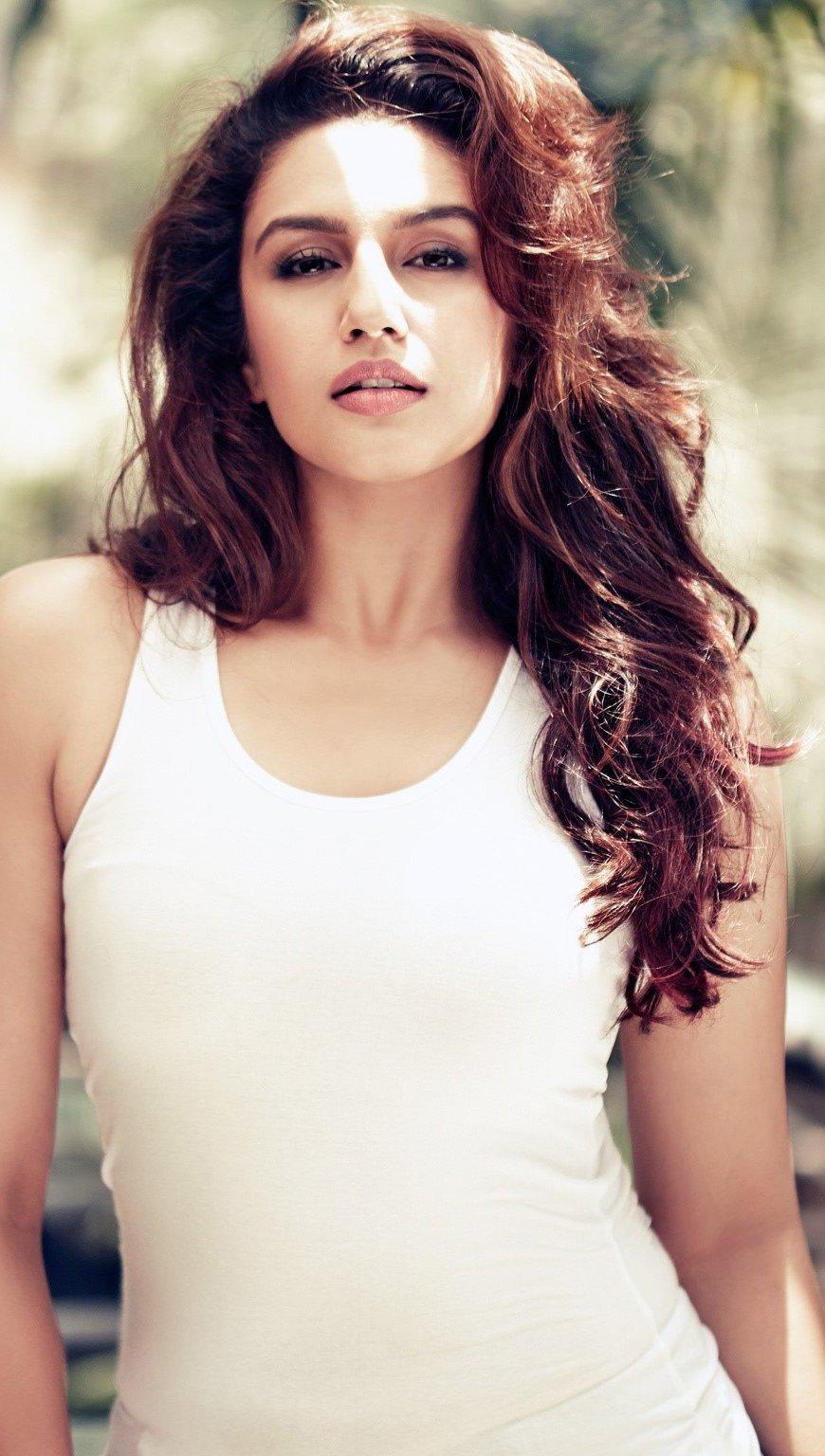 Fondos de pantalla Actress Huma Gureshi Vertical